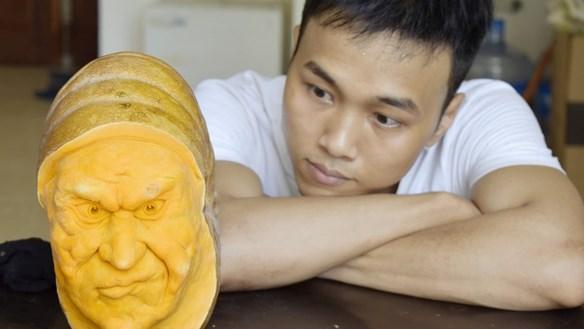 Độc đáo nghệ thuật tạo hình mặt nạ Halloween từ bí đỏ
