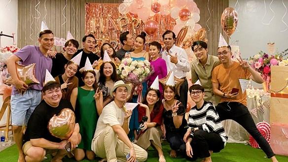 [ẢNH] 'Sao' việt trong ngày: Hồ Ngọc Hà đón sinh nhật bất ngờ từ Kim Lý