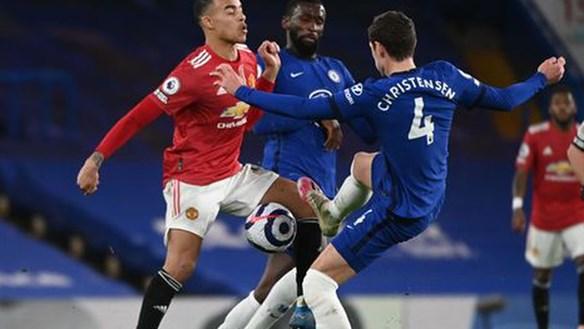 [VIDEO] Chia điểm với Chelsea, Man Utd kém Man City 12 điểm