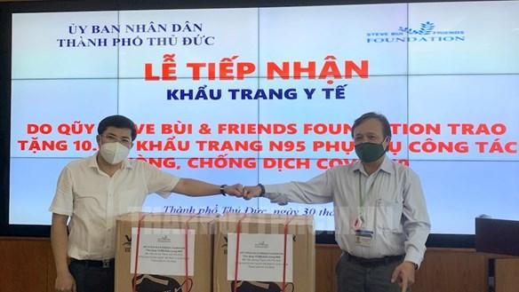 Kiều bào trao tặng TP HCM 30.000 khẩu trang và 12.000 kit xét nghiệm nhanh Covid