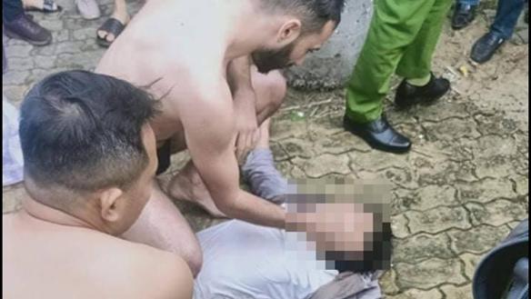 'Ông tây' dũng cảm, lao xuống sông Hàn cứu thanh niên nghi tự tử