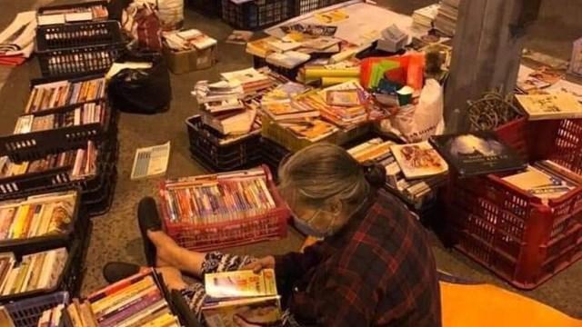Người bán sách đêm