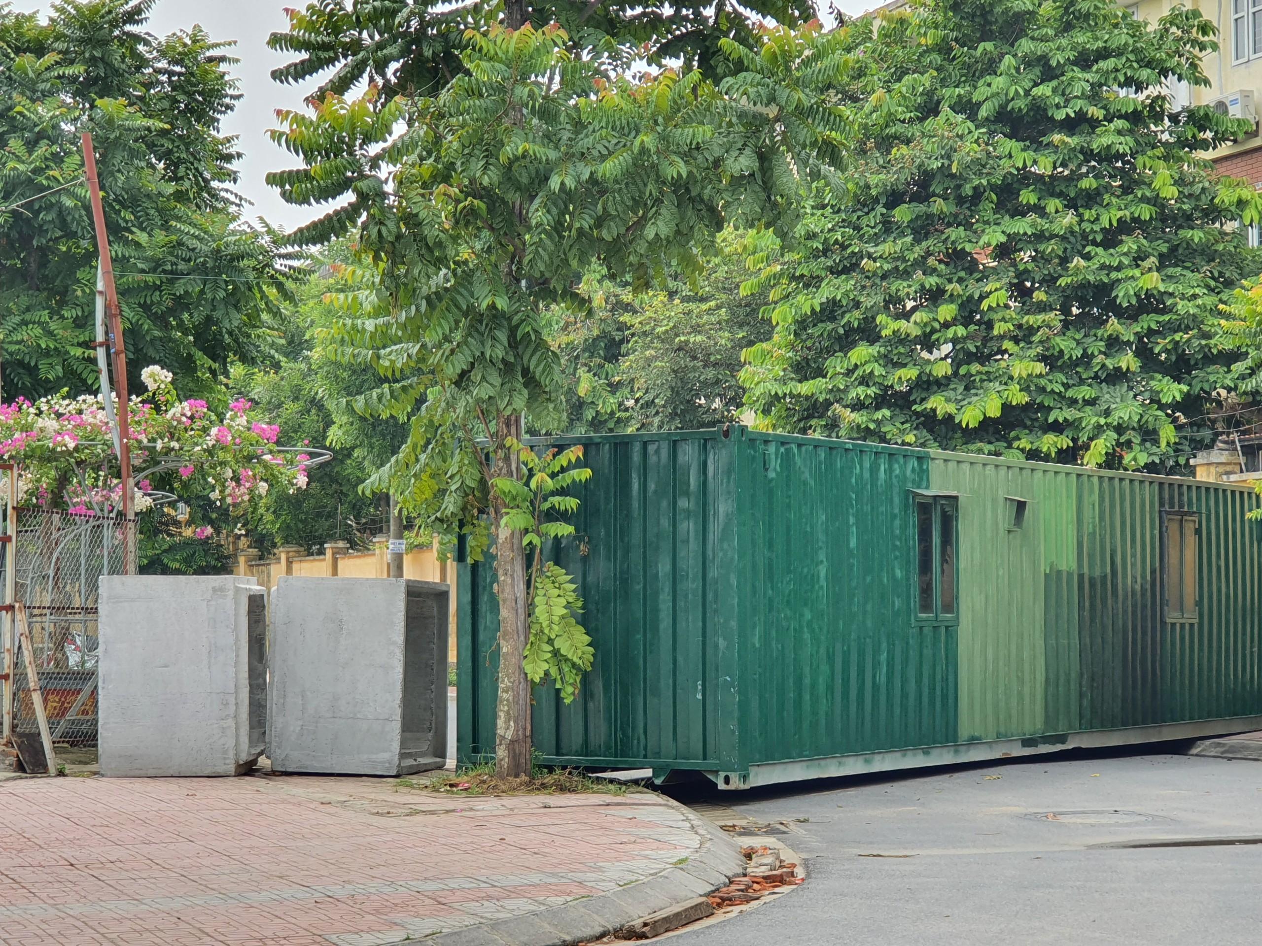 Nguyên thùng container cũng được tận dụng...