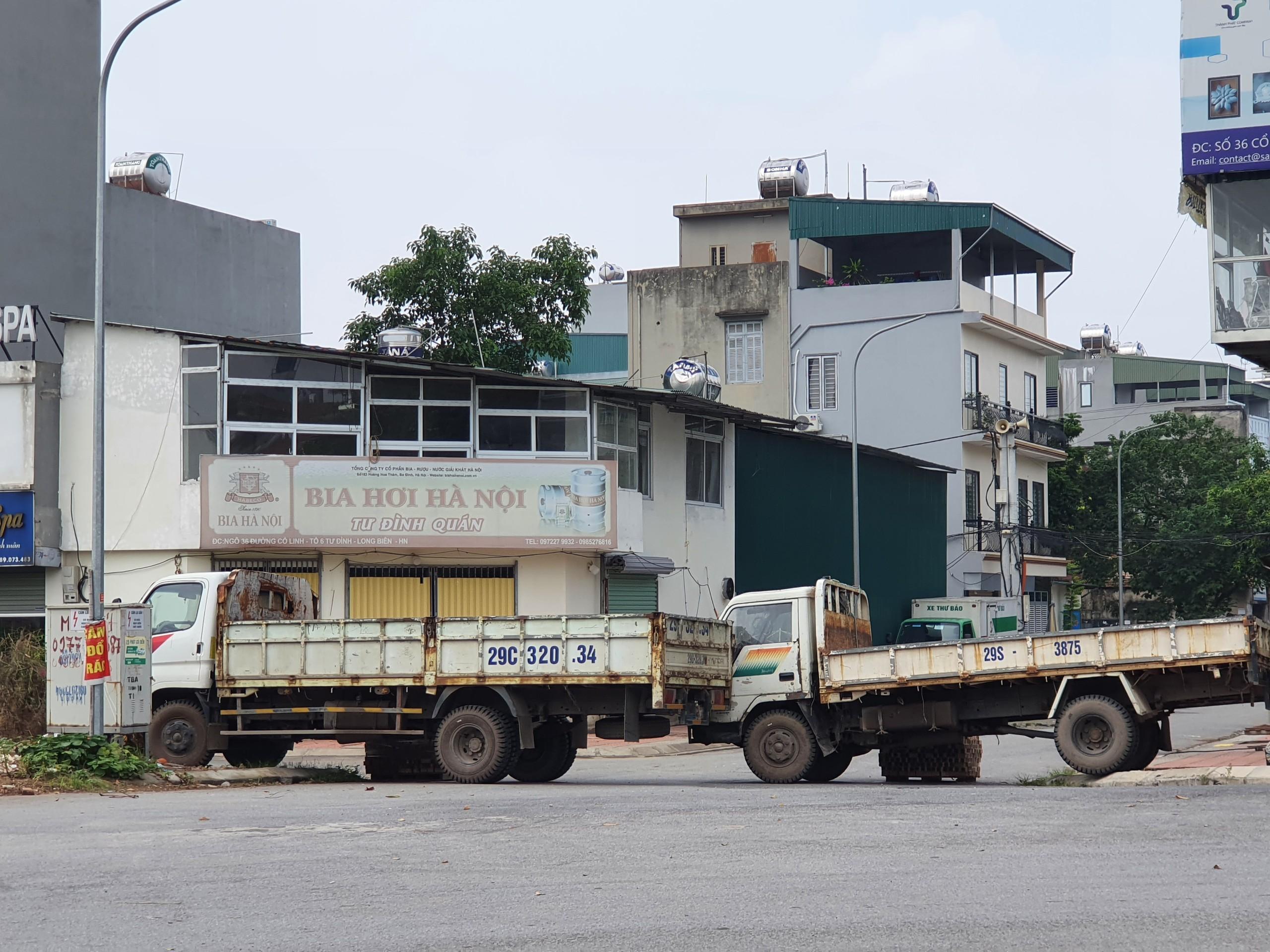 Xe tải cũng biến thành những chốt chặn hiệu quả.
