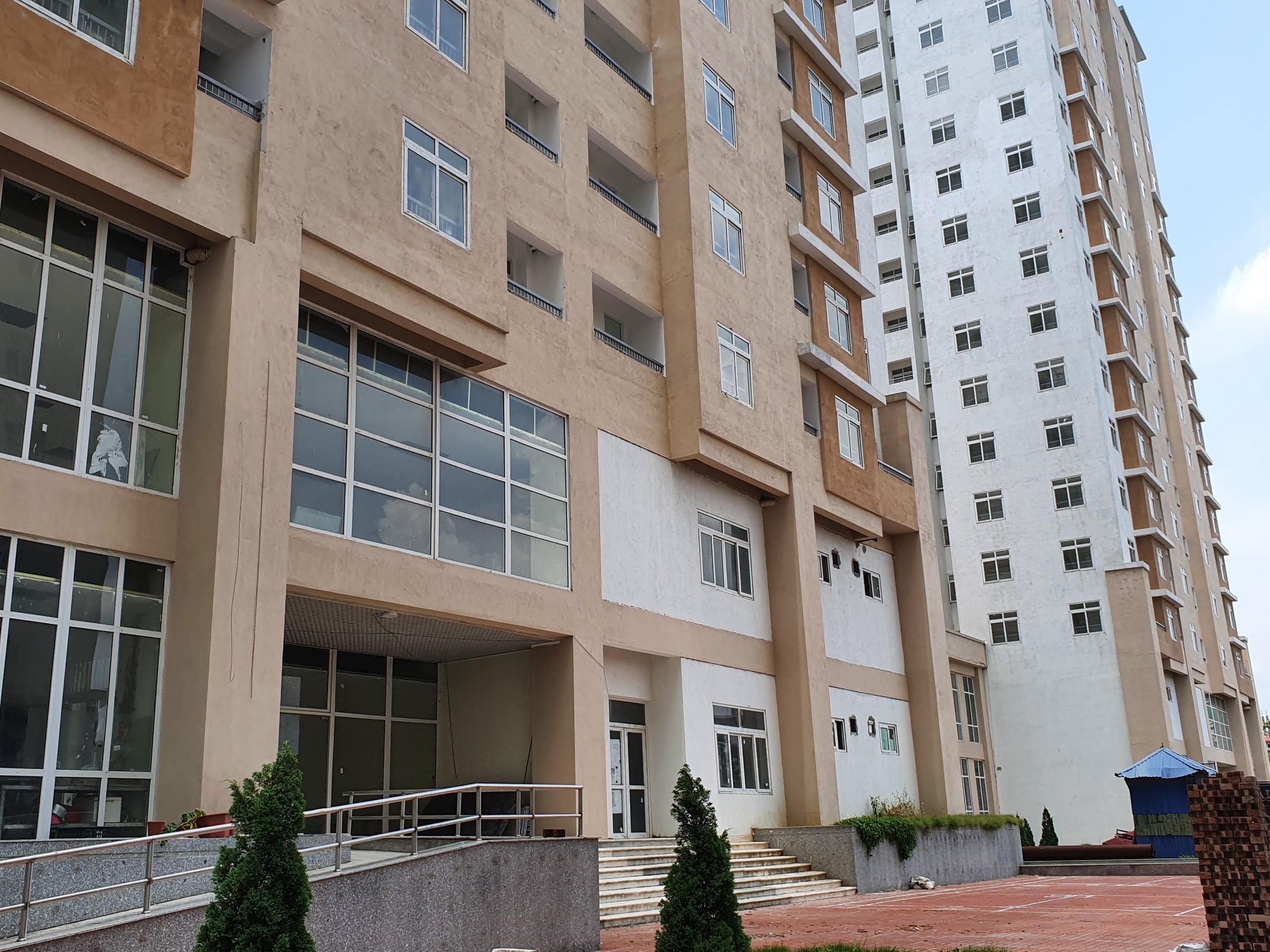 Chủ đầu tư Khu tái định cư Xuân La là Ban Quản lý dự án đầu tư xây dựng công trình dân dụng và công nghiệp thành phố.dự án với 2 tòa chung cư bao gồm tòa CT1 với quy mô 17 tầng và tòa CT2 là 11 tầng.