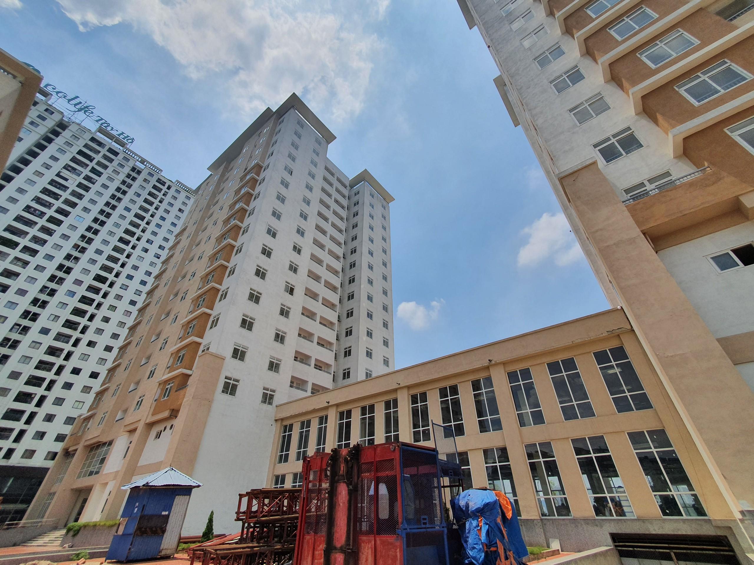 Có 10 dự án nhà tái định cư được UBND thành phố trưng dụng. Trong đó, có 6 dự án đầu tư bằng nguồn vốn ngân sách. Trong đódự án xây dựng nhà CT1, CT2 Khu tái định cư Xuân La, phường Xuân La, quận Tây Hồ.