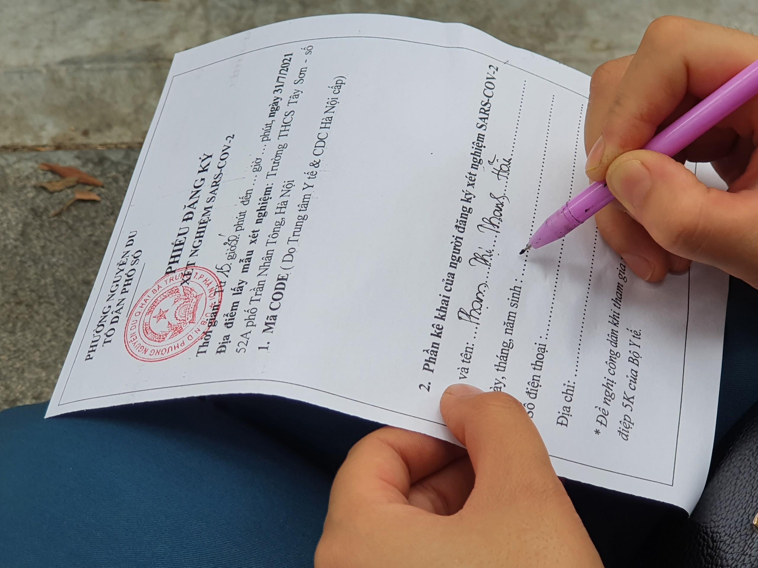 Tuy nhiên, Ban tổ chức vẫn chuẩn bị một số lượng phiếu đăng kí dành cho những người quên không mang theo hoặc làm mất, làm hỏng...