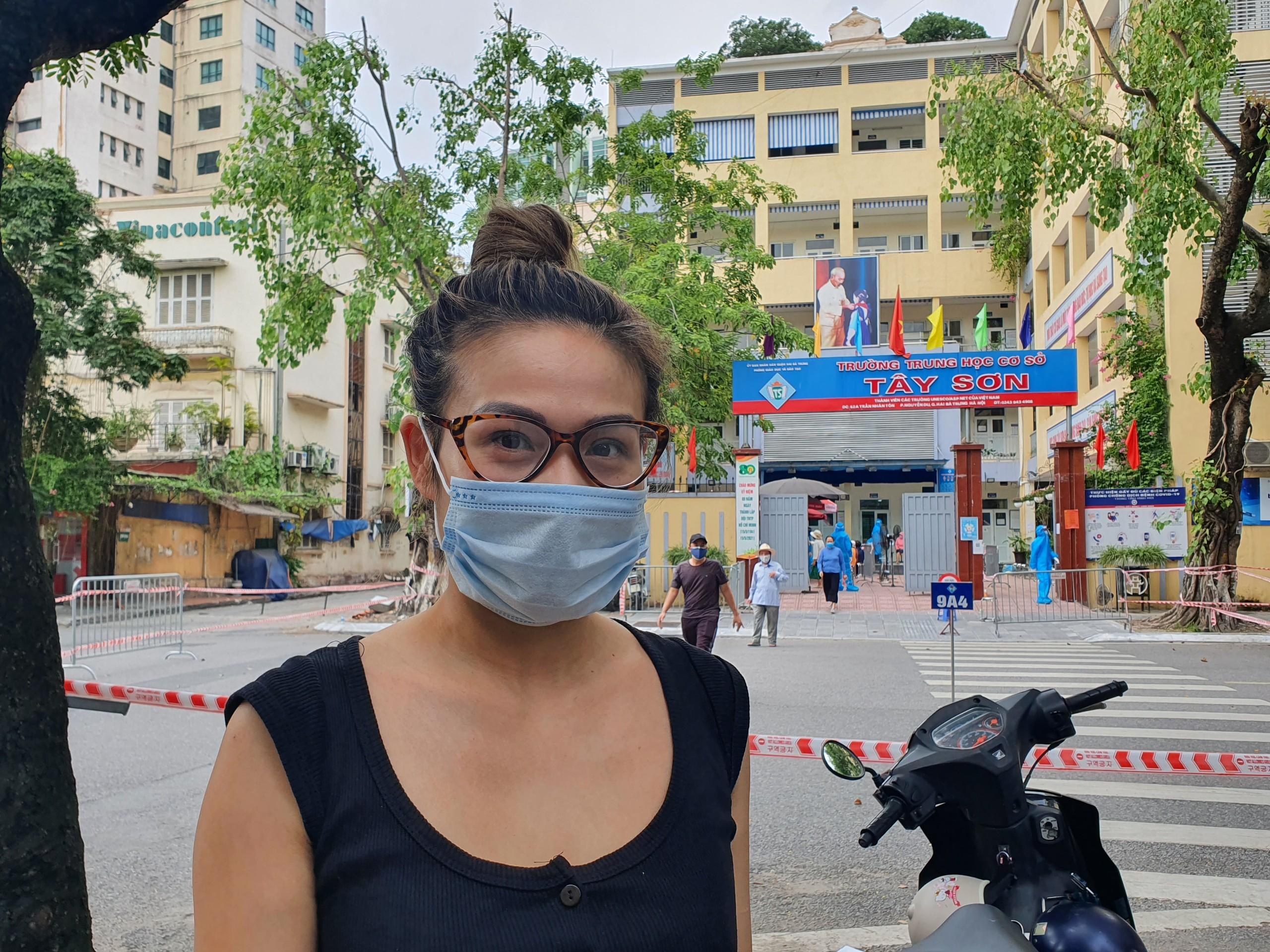 Chị Nguyễn Phương Anh (36 tuổi) cho biết, quy trình lấy mẫu rất nhanh gọn, đơn giản và không mất thời gian. Mọi công tác chuẩn bị và phòng trách dịch Covid-19 đều được ban tổ chức thực hiện rất tốt.