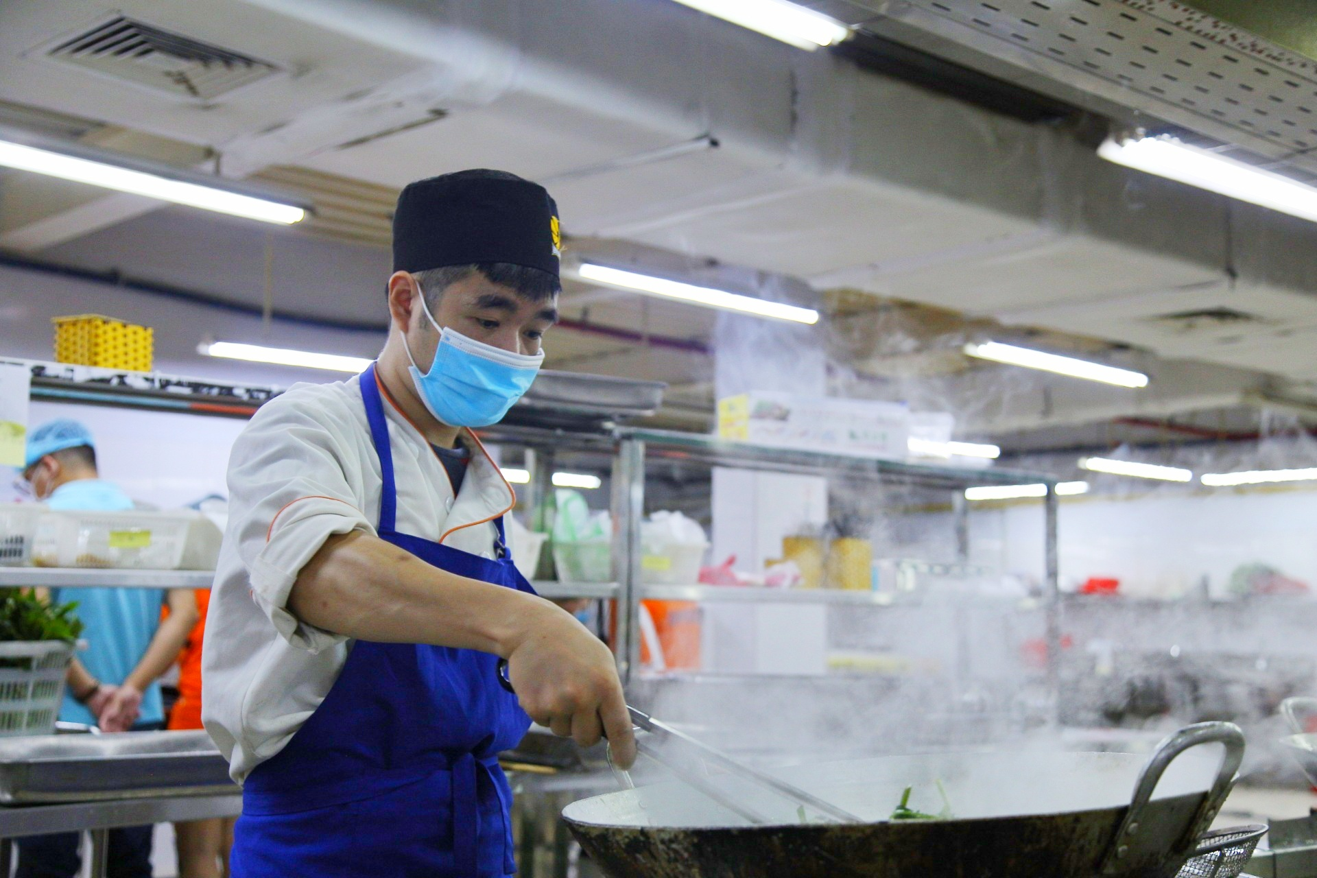 """Anh Nguyễn Văn Tuyền, thành viên sáng lập Food Banks Việt Nam cho biết: """"Với tinh thần là một mạng lưới thực phẩm cho người nghèo, chúng tôi đã phối hợp với BNAFOODS để tổ chức các bữa cơm phục vụ cho lực lượng tuyến đầu chống dịch cũng như những hoàn cảnh khó khăn, chung sức vượt qua đại dịch""""."""