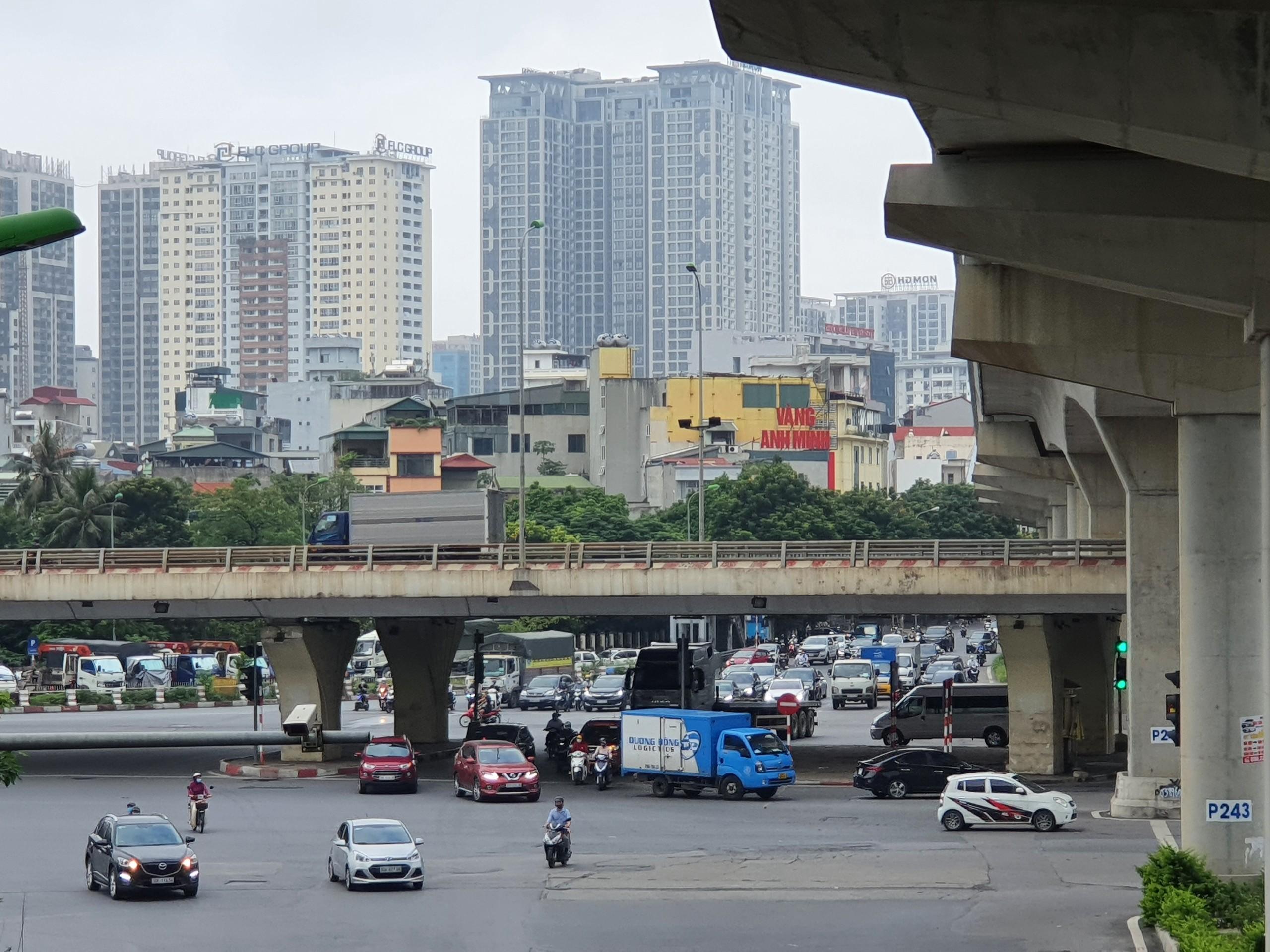 Ngã tư Xuân Thủy - Phạm Hùng.