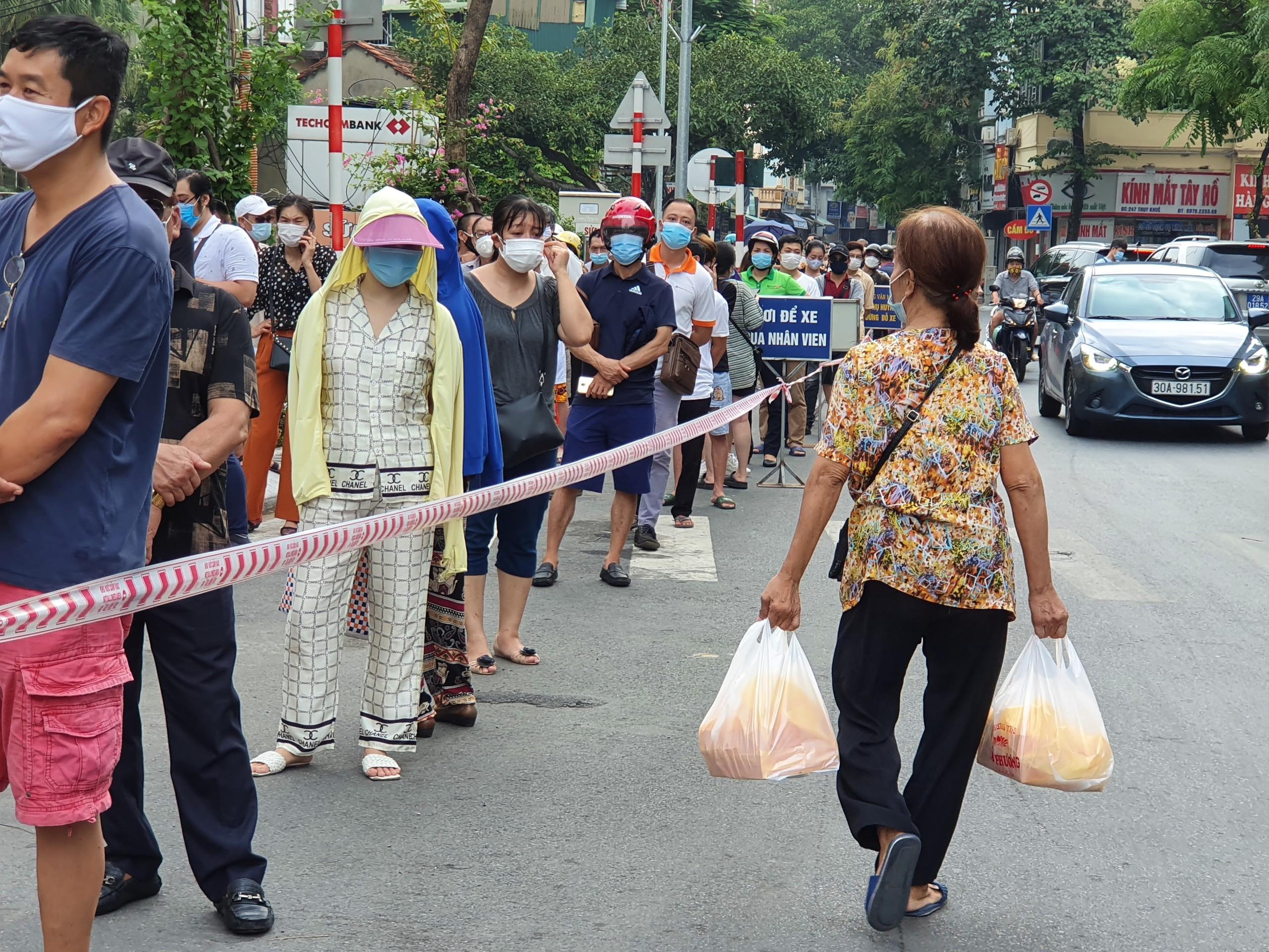 Hà Nội: Bánh trung thu truyền thống chưa 'hạ nhiệt' - Ảnh 3