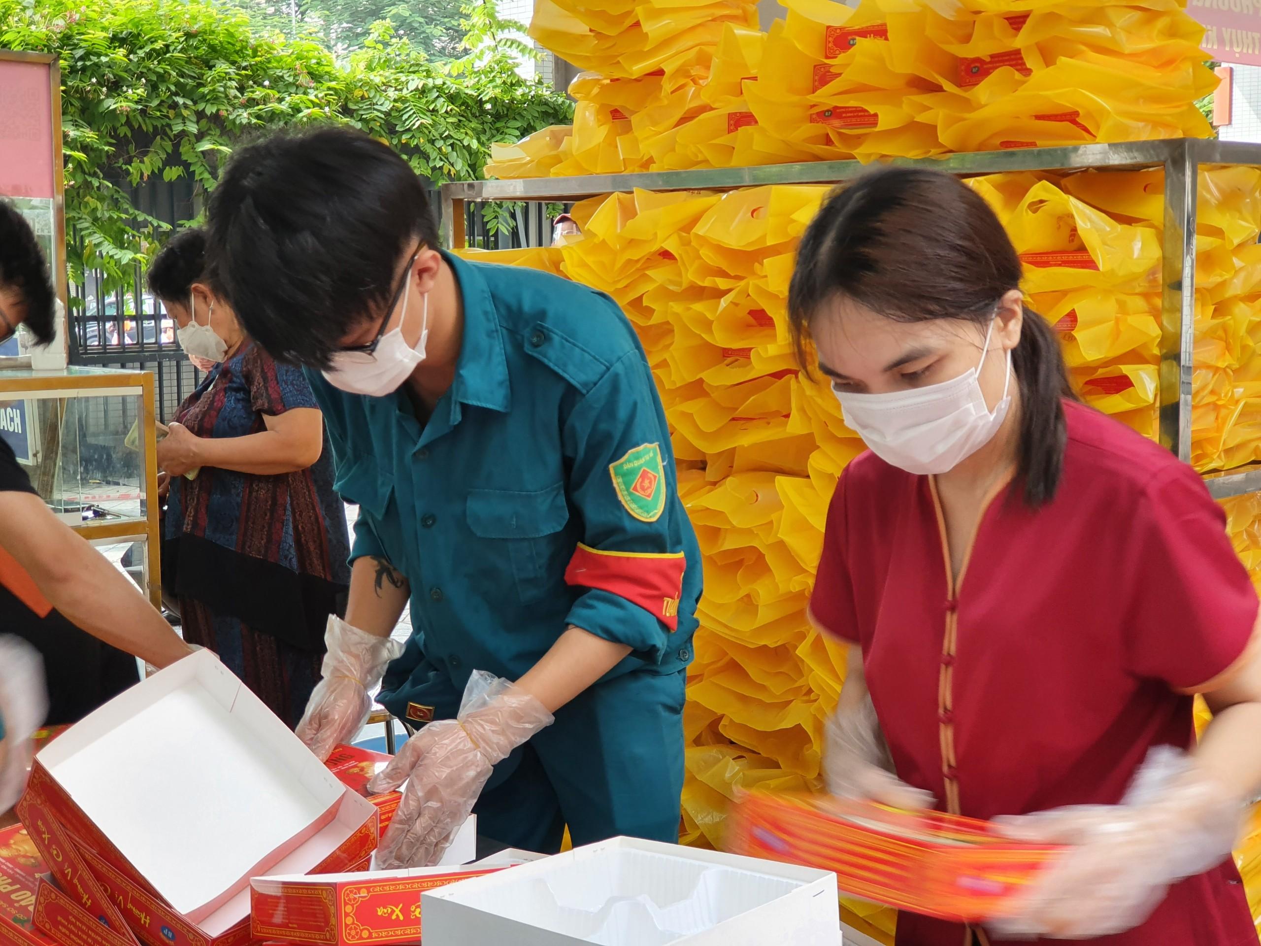 Hà Nội: Bánh trung thu truyền thống chưa 'hạ nhiệt' - Ảnh 7