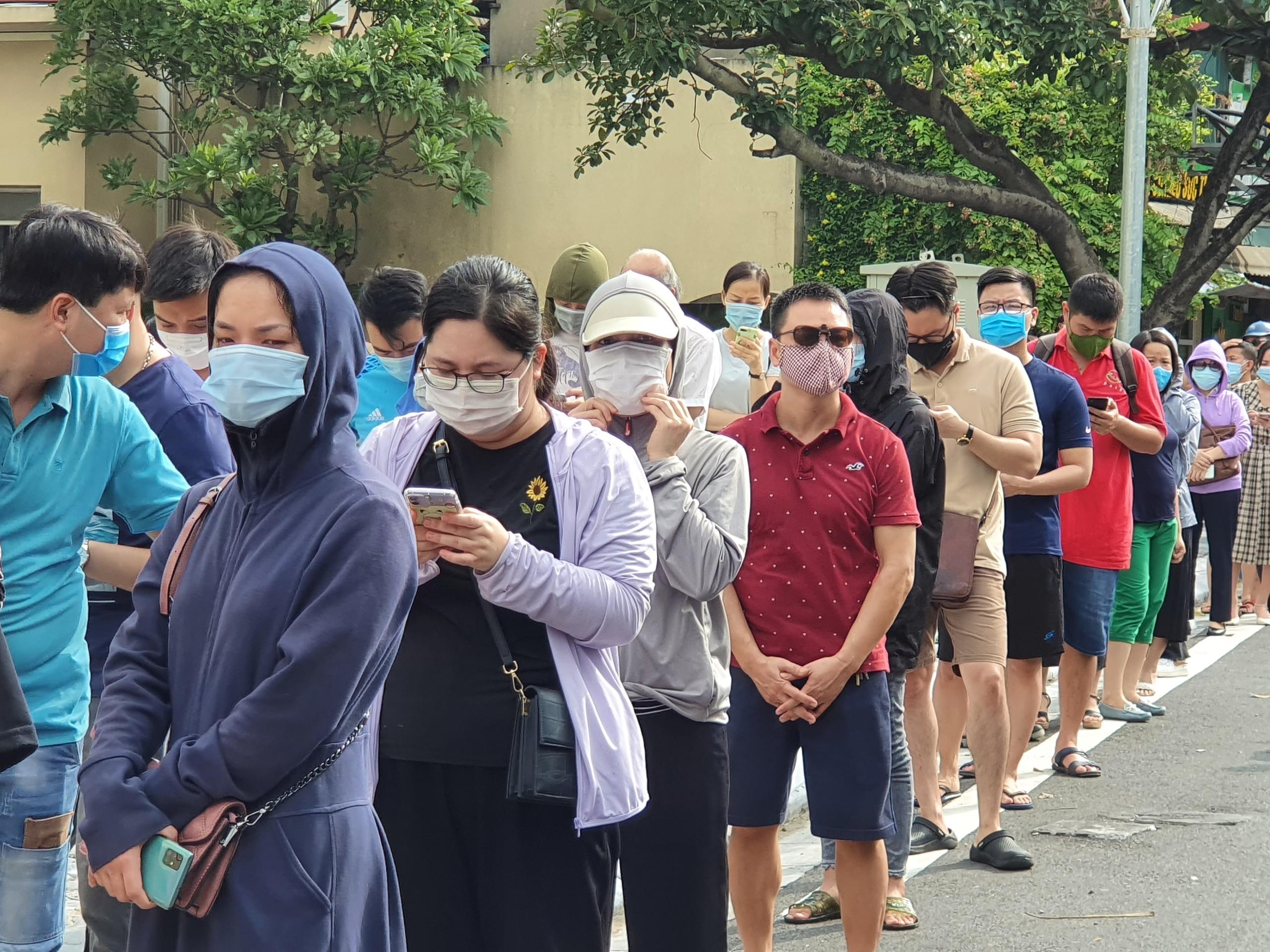 Hà Nội: Bánh trung thu truyền thống chưa 'hạ nhiệt' - Ảnh 1
