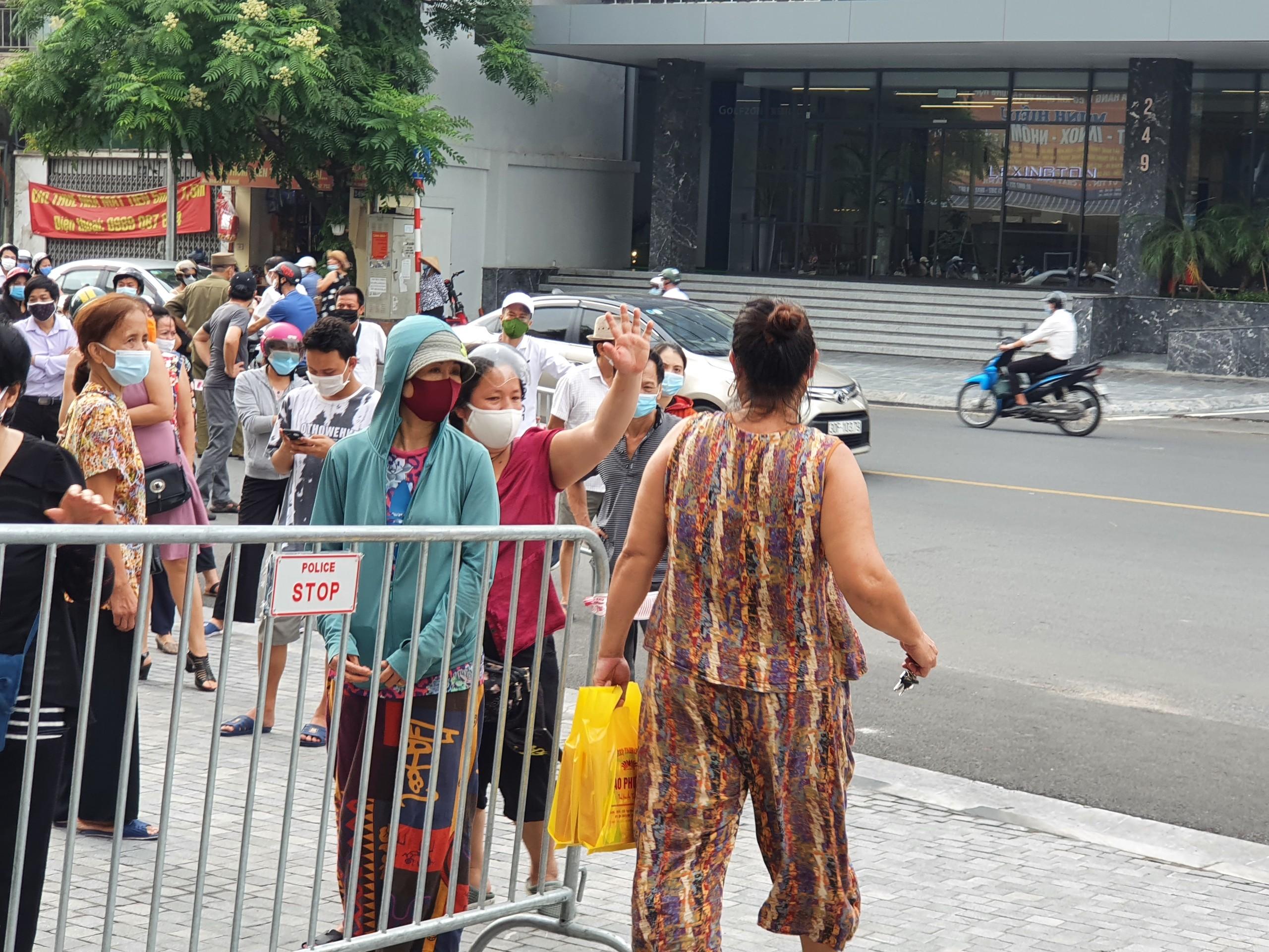 Hà Nội: Bánh trung thu truyền thống chưa 'hạ nhiệt' - Ảnh 6