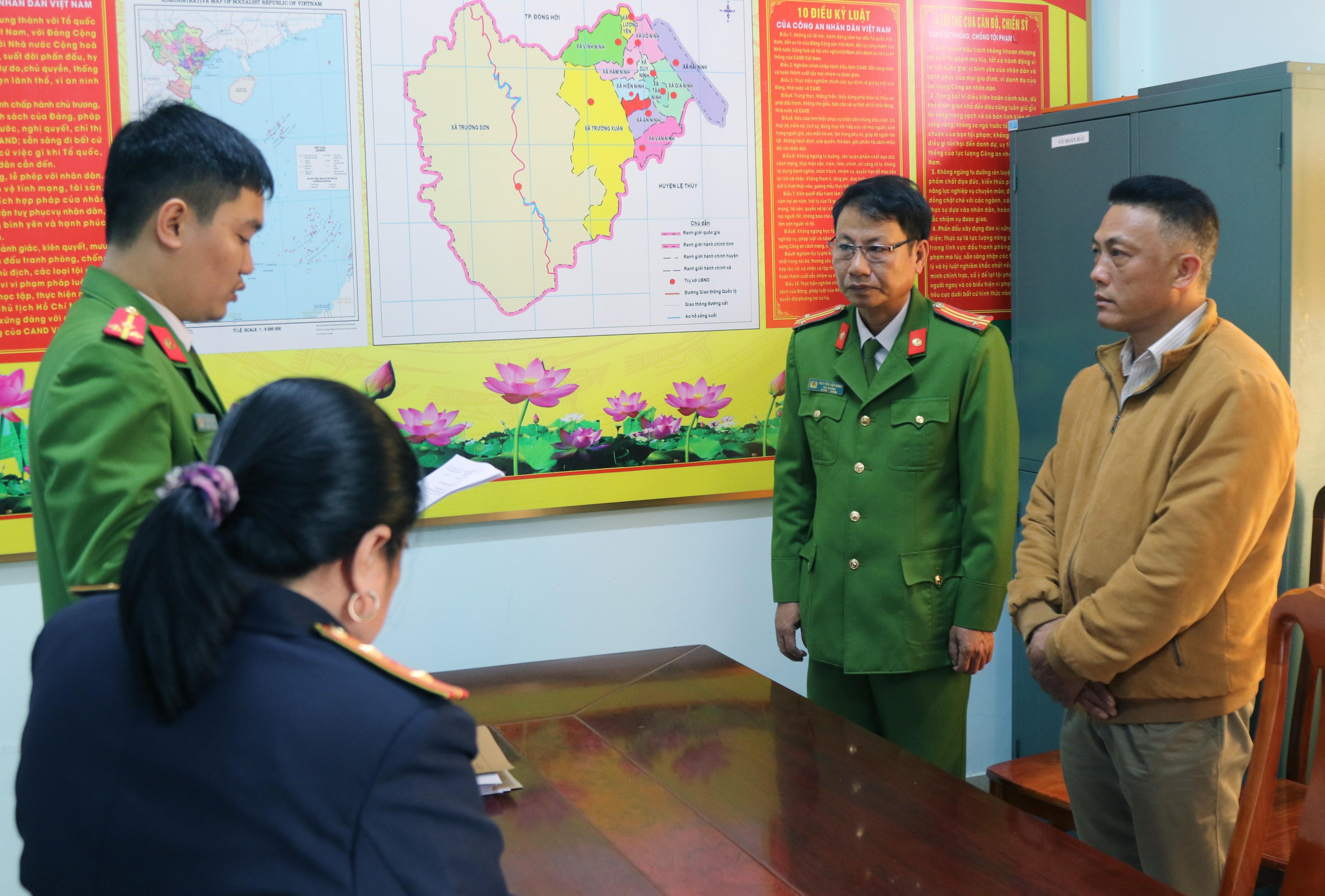 Tống đạt quyết định khởitố hình sự, khởi tố bị can và lệnh cấm đi khỏi nơi cư trú đối với Hồ Trọng Bình.