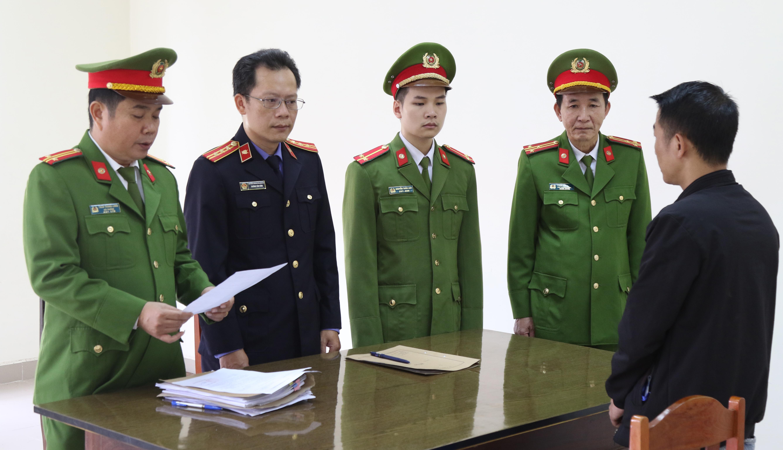 Khởi tố vụ ánvà lệnh tạm giam 2 tháng đối với Ngô Xuân Sĩ.