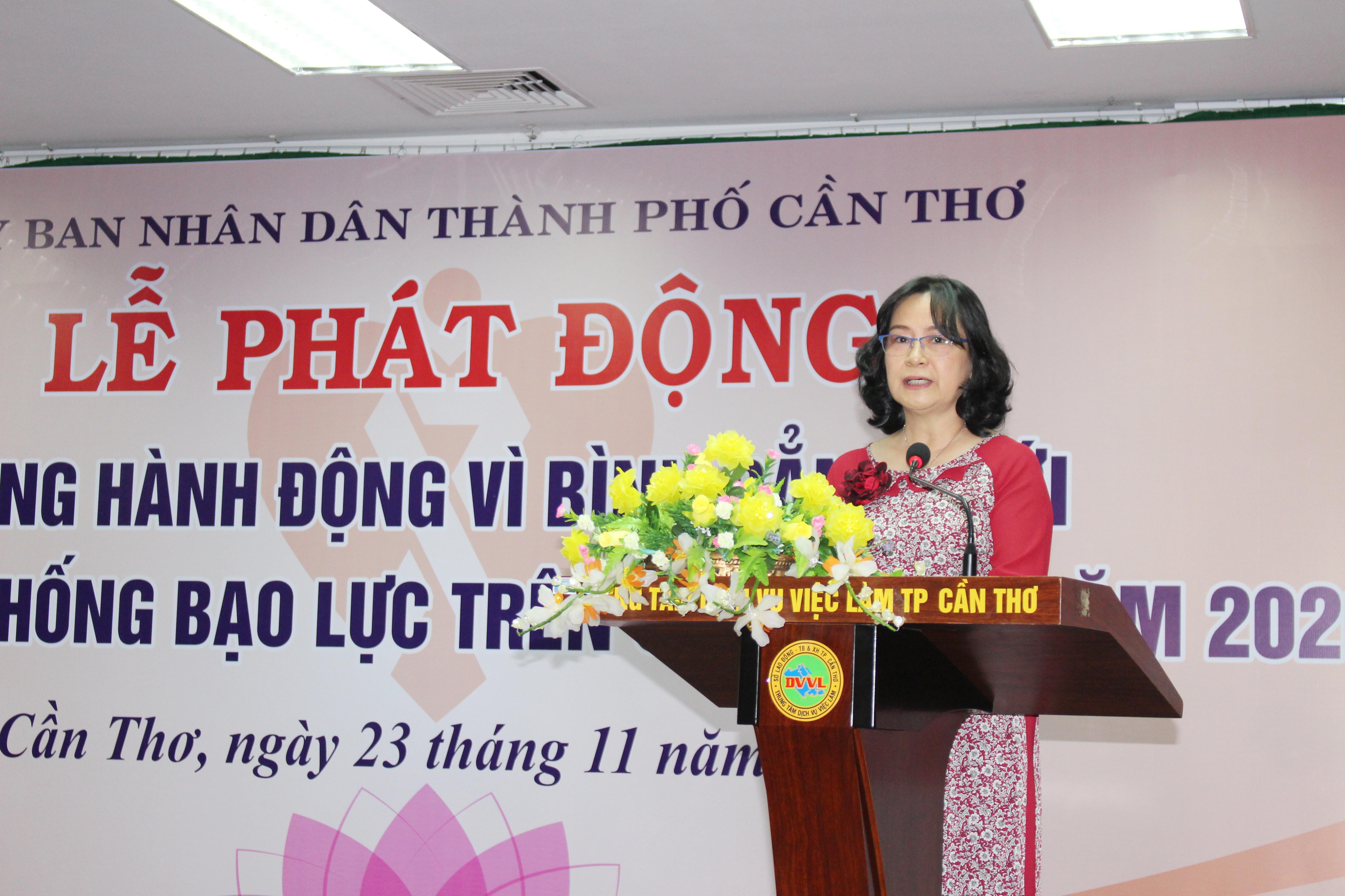 BàVõ Thị Hồng Ánh, Phó Chủ tịch UBND TP Cần Thơ phát biểu tại buổi phát động.
