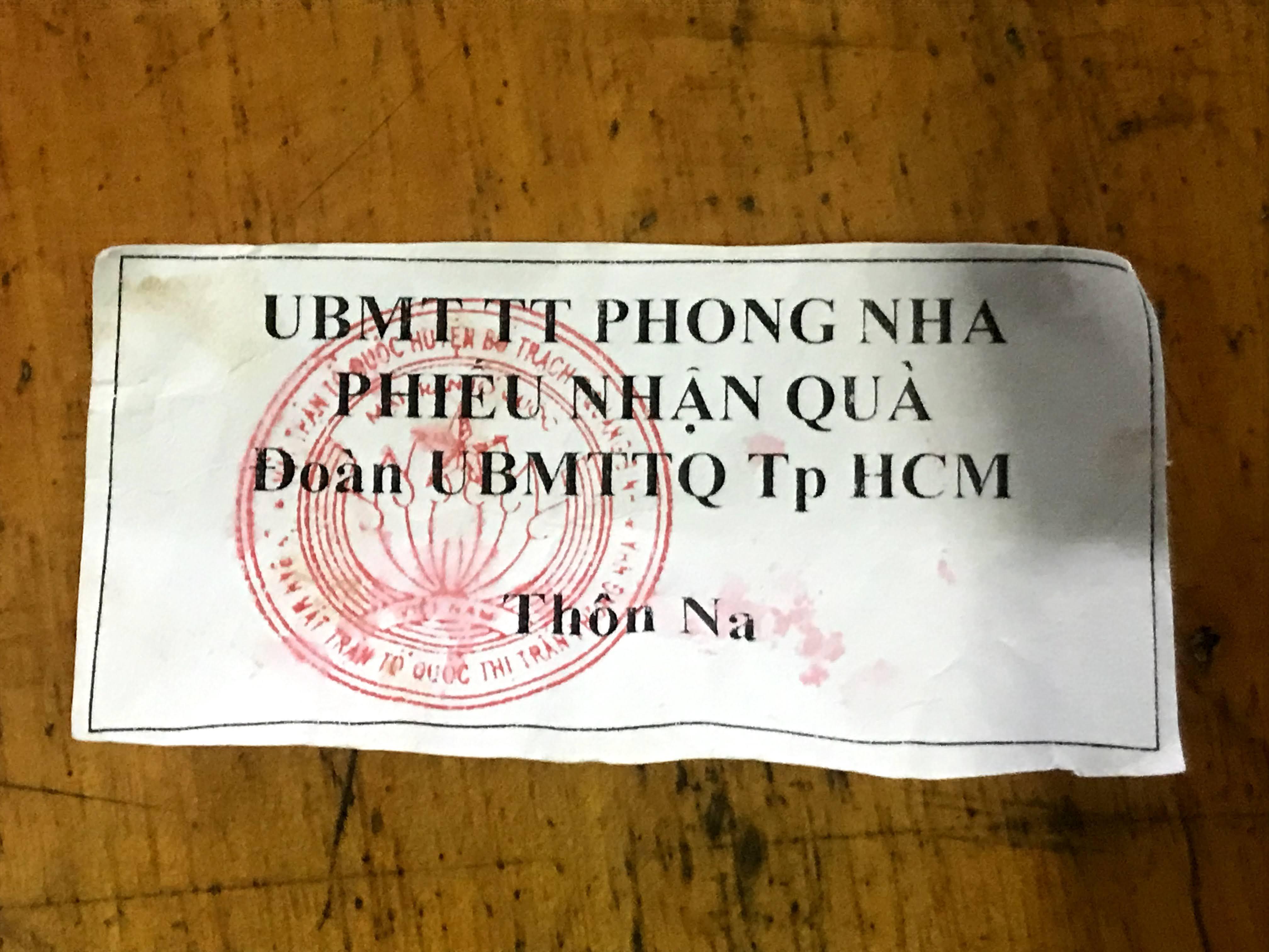 Những phiếu nhận quà cứu trợ của người dân thôn Na.