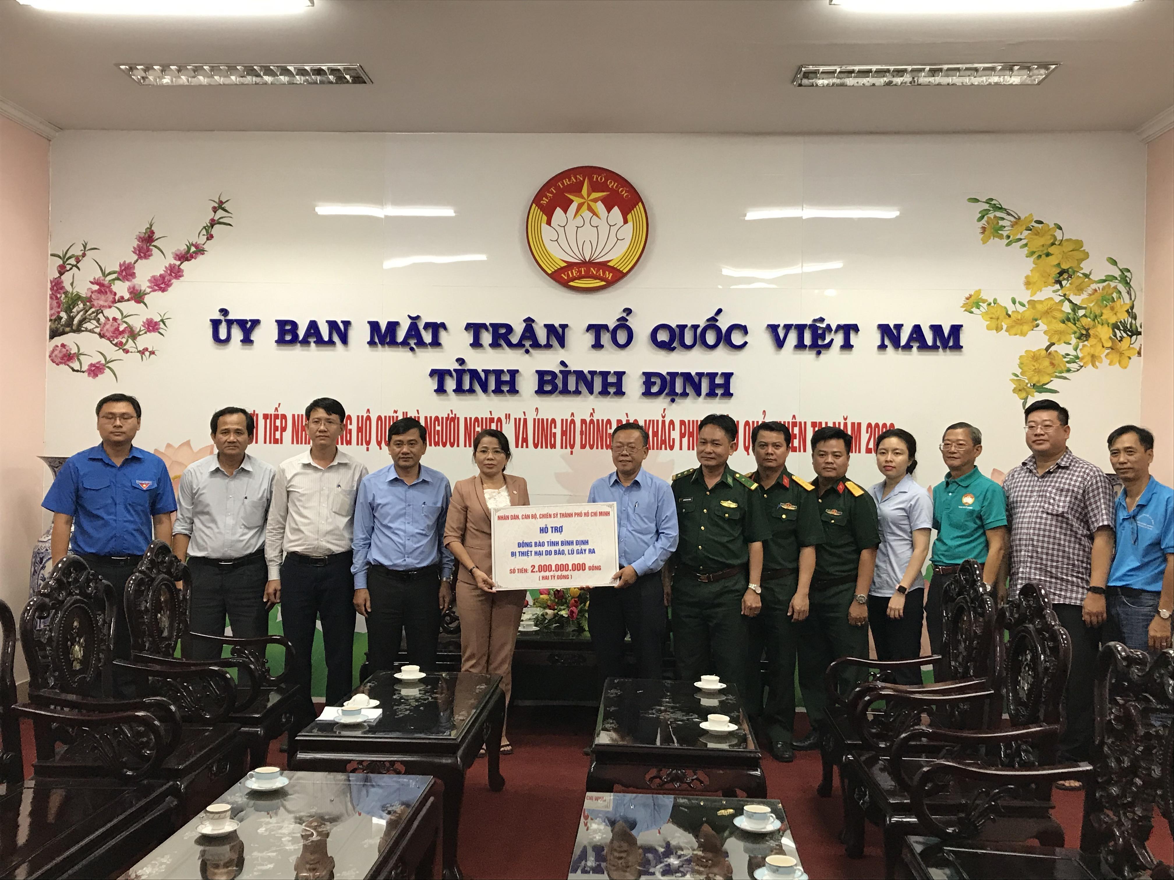 Ủy ban MTTQ Việt Nam tỉnh Bình Định tiếp nhận nguồn hỗ trợ từ nhân dân, cán bộ, chiến sĩ, khắc phục hậu quả do thiên tai.
