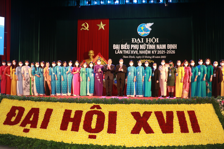 Ban chấp hành mới Hội Liên hiệp Phụ nữ tỉnh Nam Định.