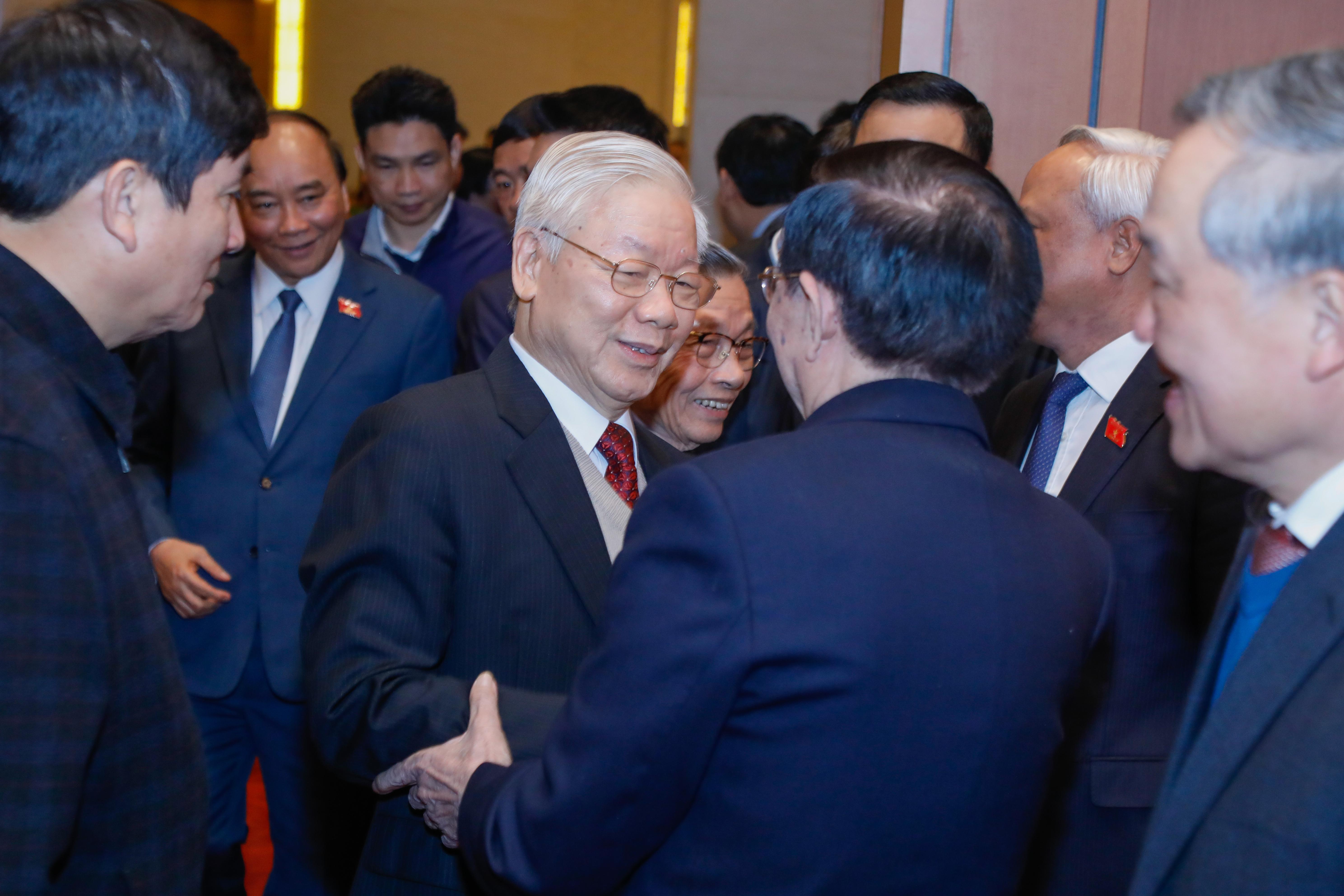 Tổng Bí thư, Chủ tịch nước Nguyễn Phú Trọng trò chuyện với các đại biểu dự gặp mặt-Ảnh: Quang Vinh
