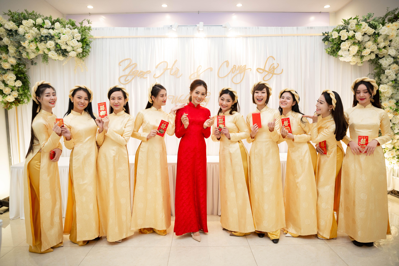"""Dàn phù dâu """"hot girl"""" cùng cô dâu Ngọc Hà."""
