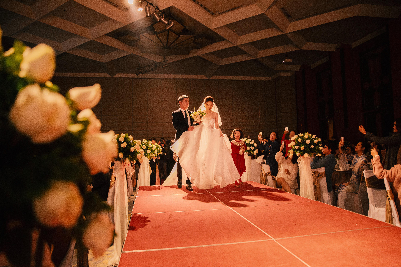 Tối cùng ngày, lễ cưới của chú rể Công Lý và cô dâu Ngọc Hà đã được tổ chức trang trọng tại một khách sạn lớn ở Hà Nội.