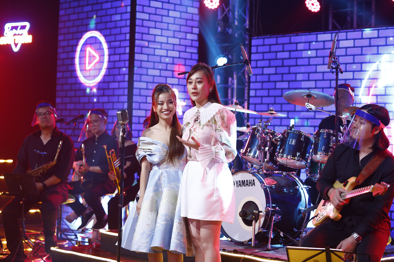 """Màn song ca """"xuất thần"""" của Phương Oanh với ca sĩ Lâm Bảo Ngọc."""
