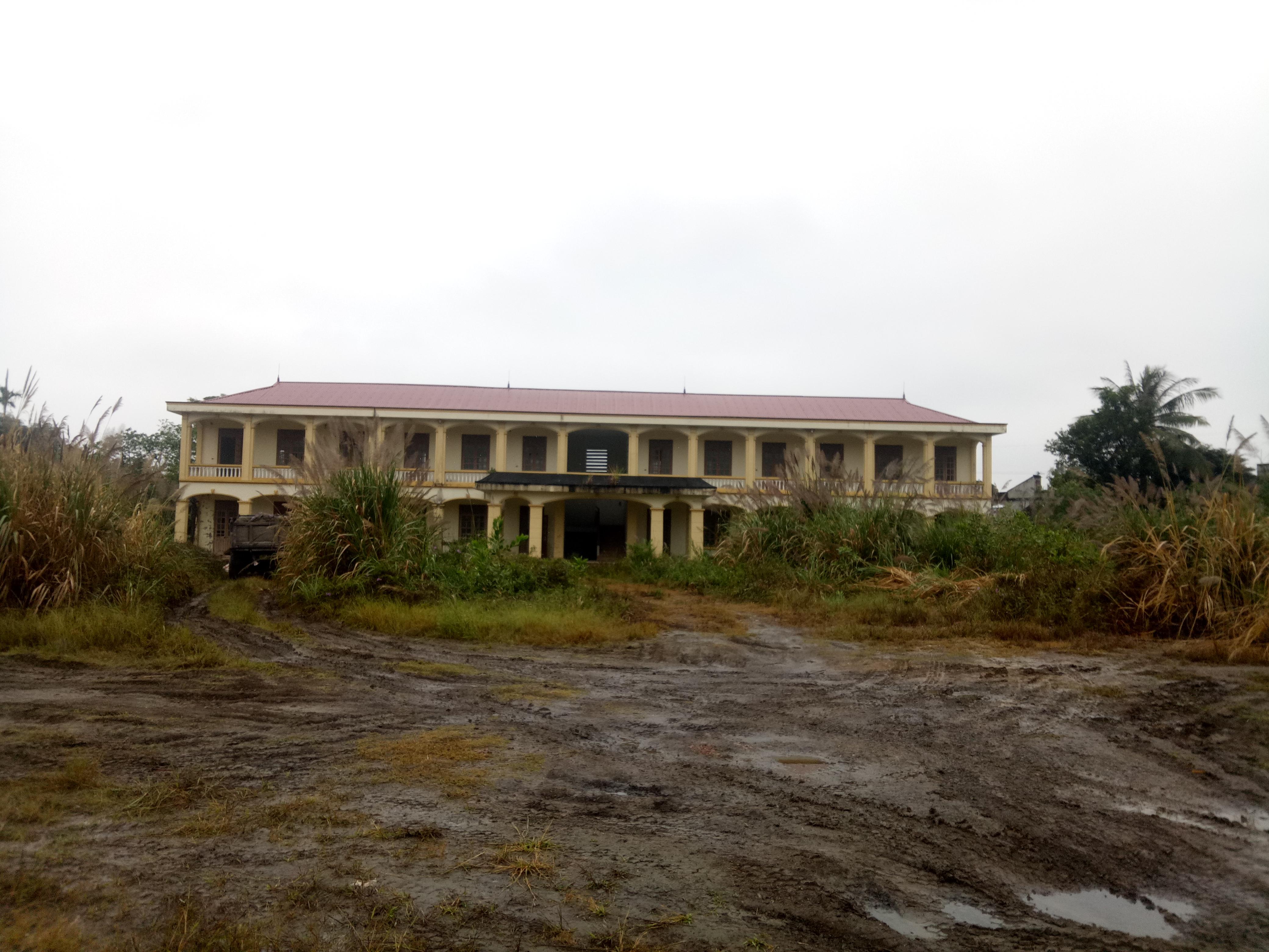 Năm 2011, UBND huyện Gia Viễn triển khai xây dựng cơ sở mới cho Trung tâm Dạy nghề của huyện với tổng số vốn đầu tư hơn 9 tỷ đồng tại thị trấn Me (Gia Viễn) trên diện tích hơn 1ha. Đơn vị được chọn để thi công là Công ty Xây dựng TNHH Hà Lĩnh (huyện Gia Viễn).