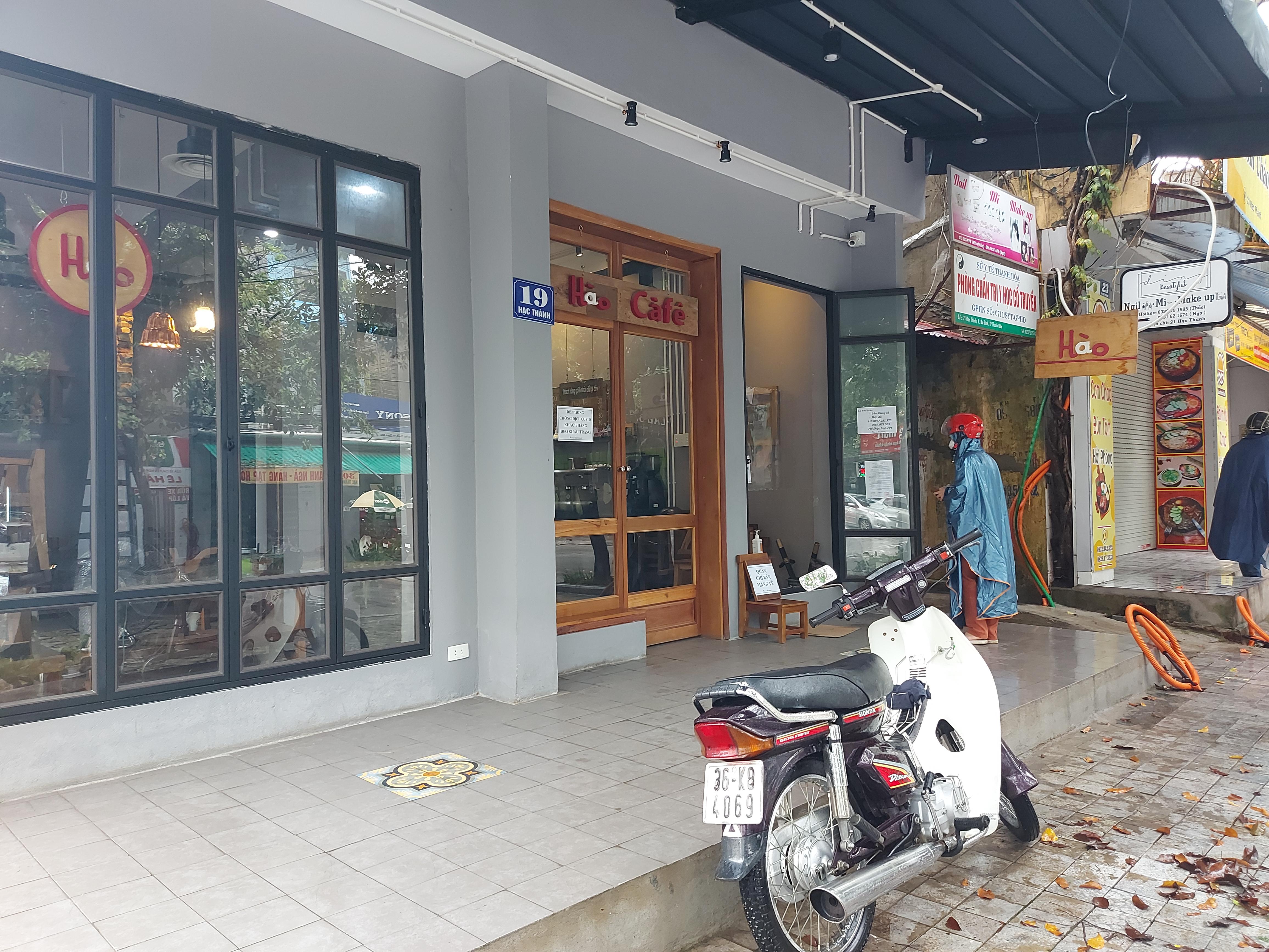 Kết thúc giãn cách xã hội, quán cafe, đồ uống trên địa bàn Thanh Hóa mở cửa trở lại và thực hiện nghiêm túc quy định về phòng chống dịch Covid-19, chỉ bán cho khách mang về.
