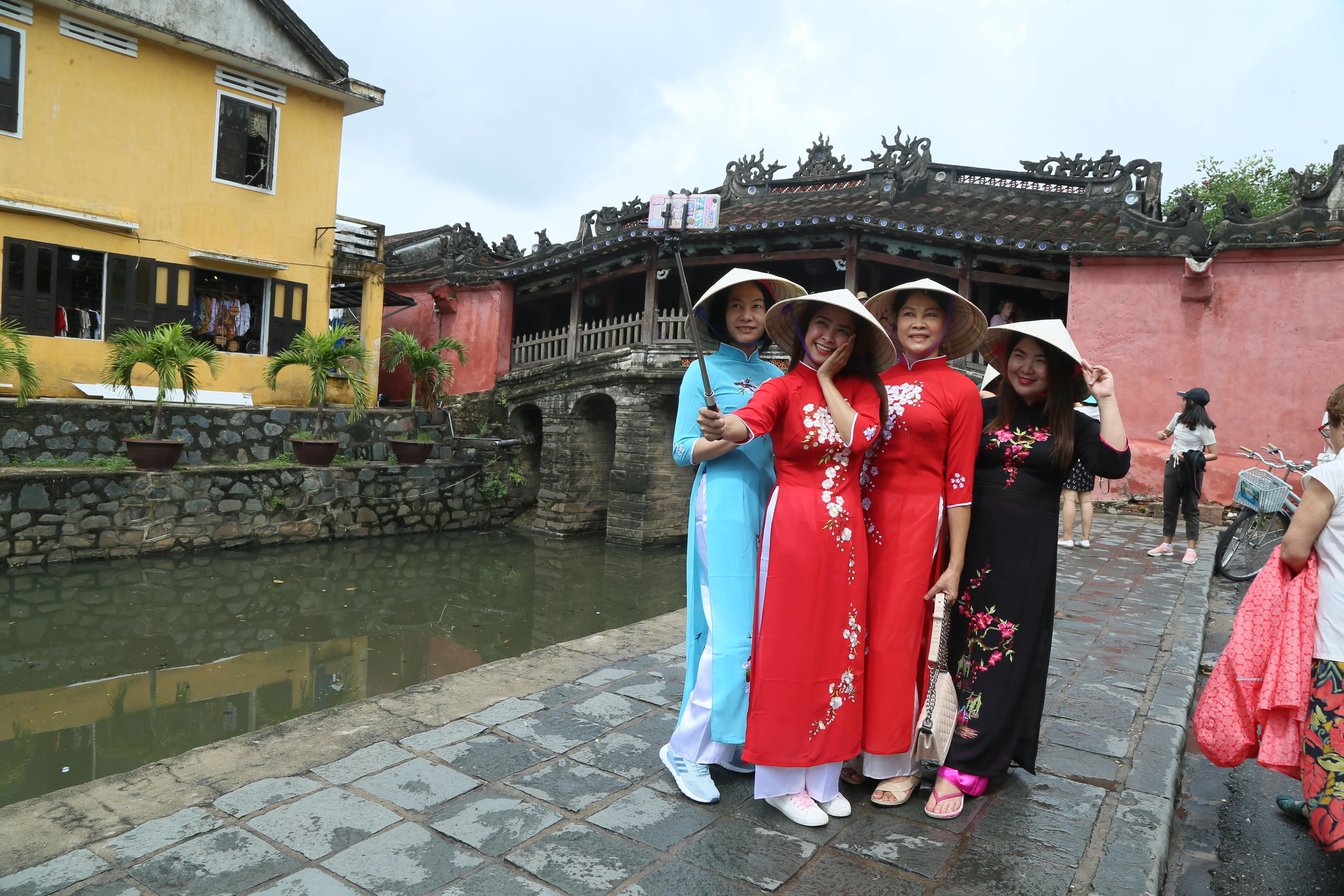 """Du lịch Việt đang cần một """"chất keo"""" gắn kết. Ảnh: Quang Vinh."""