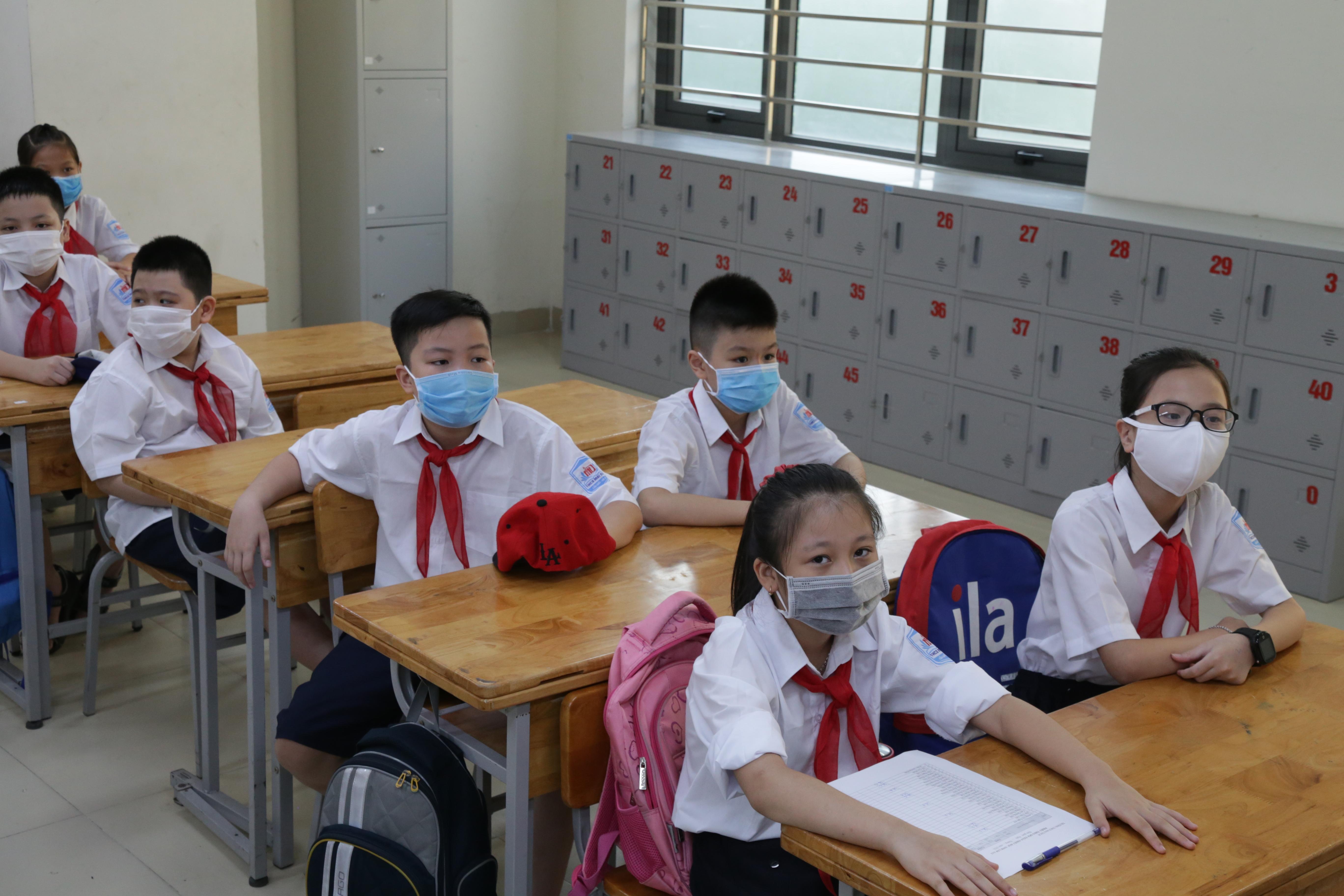 Cuộc đua vào lớp 6 các trường điểm ở Hà Nội nóng từng ngày. Ảnh: Quang Vinh.