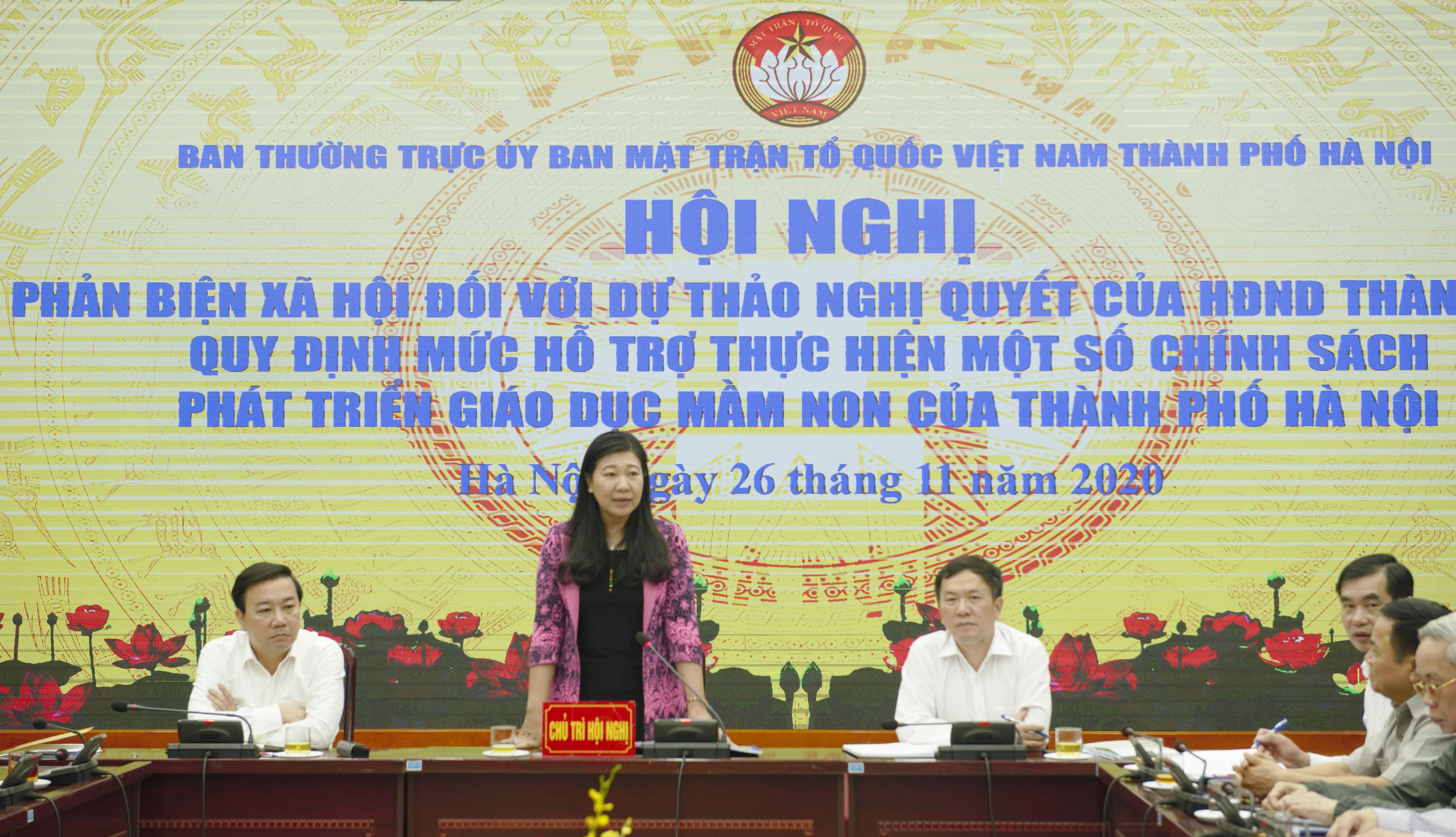 Bà Nguyễn Lan Hương, Chủ tịch UBMTTQ Thành phố Hà Nội phát biểu.