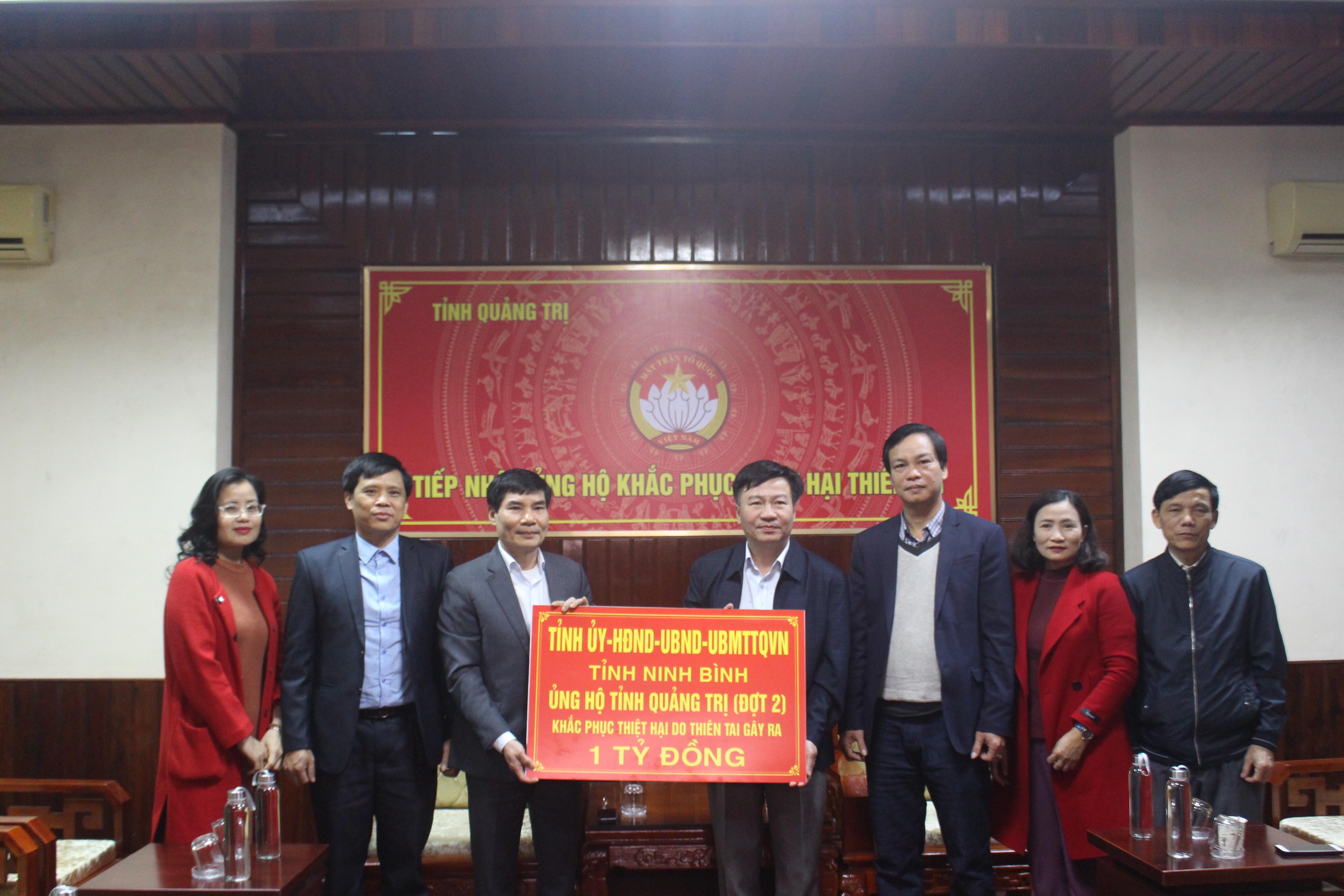 Tỉnh Ninh Bình hỗ trợ nhân dân tỉnh Quảng Trị 1 tỷ đồng khắc phục hậu quả bão lũ.