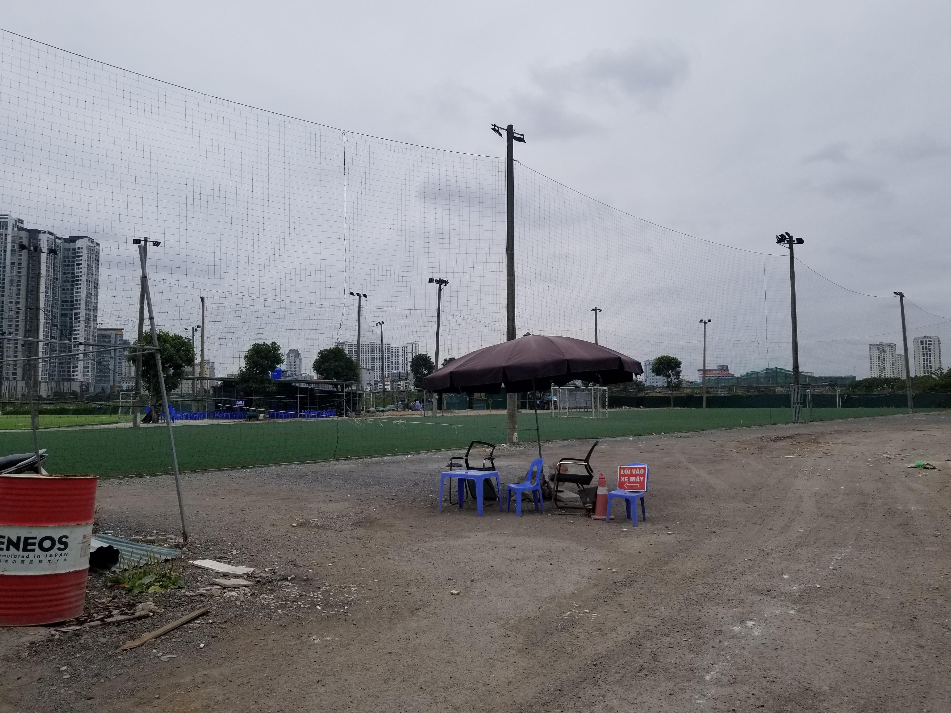 Sân bóng mini mọc lên ngay trên đất nông nghiệp tại ngõ 7 đường Tôn Thất Thuyết