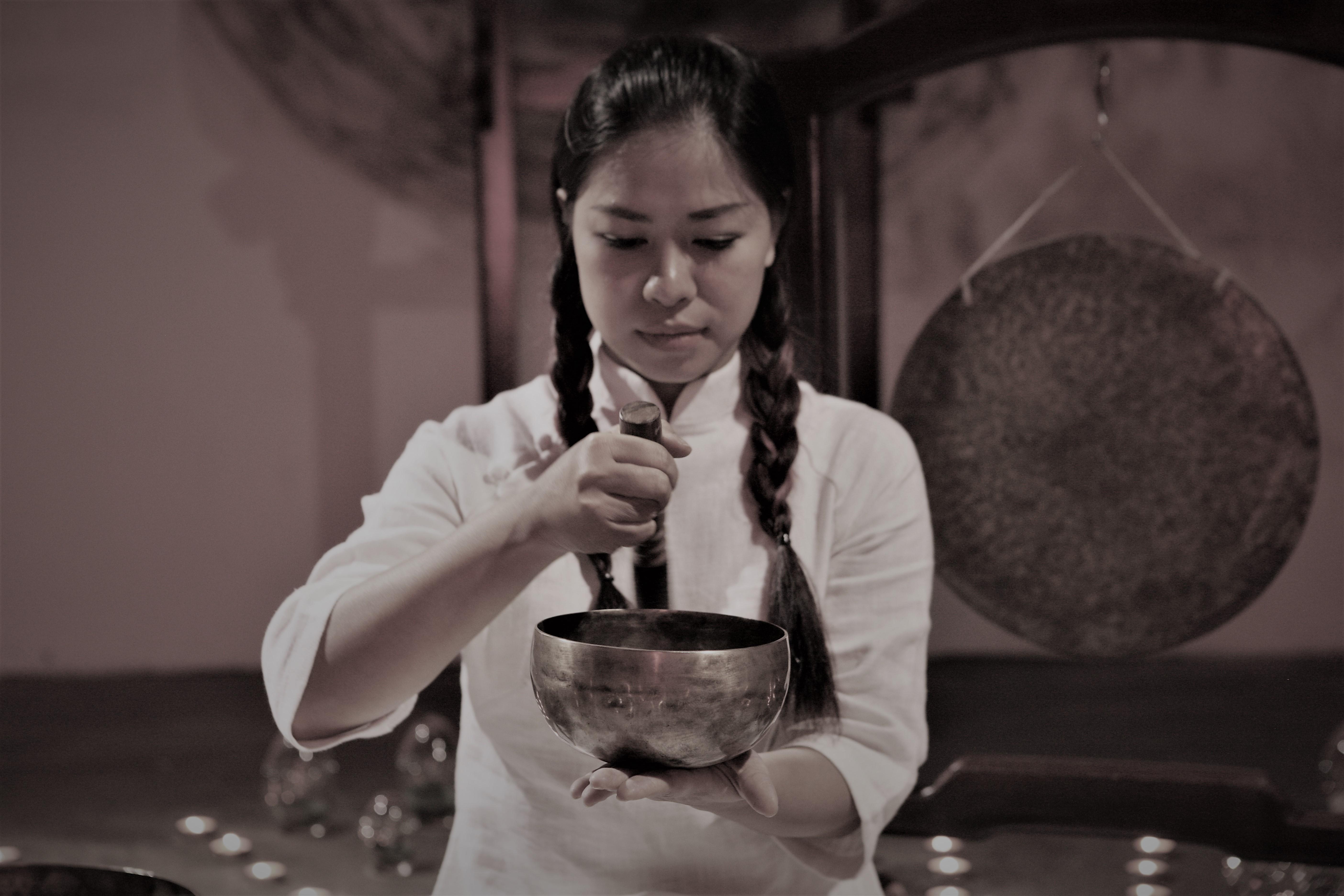 Nghệ sĩ Karma Hương.