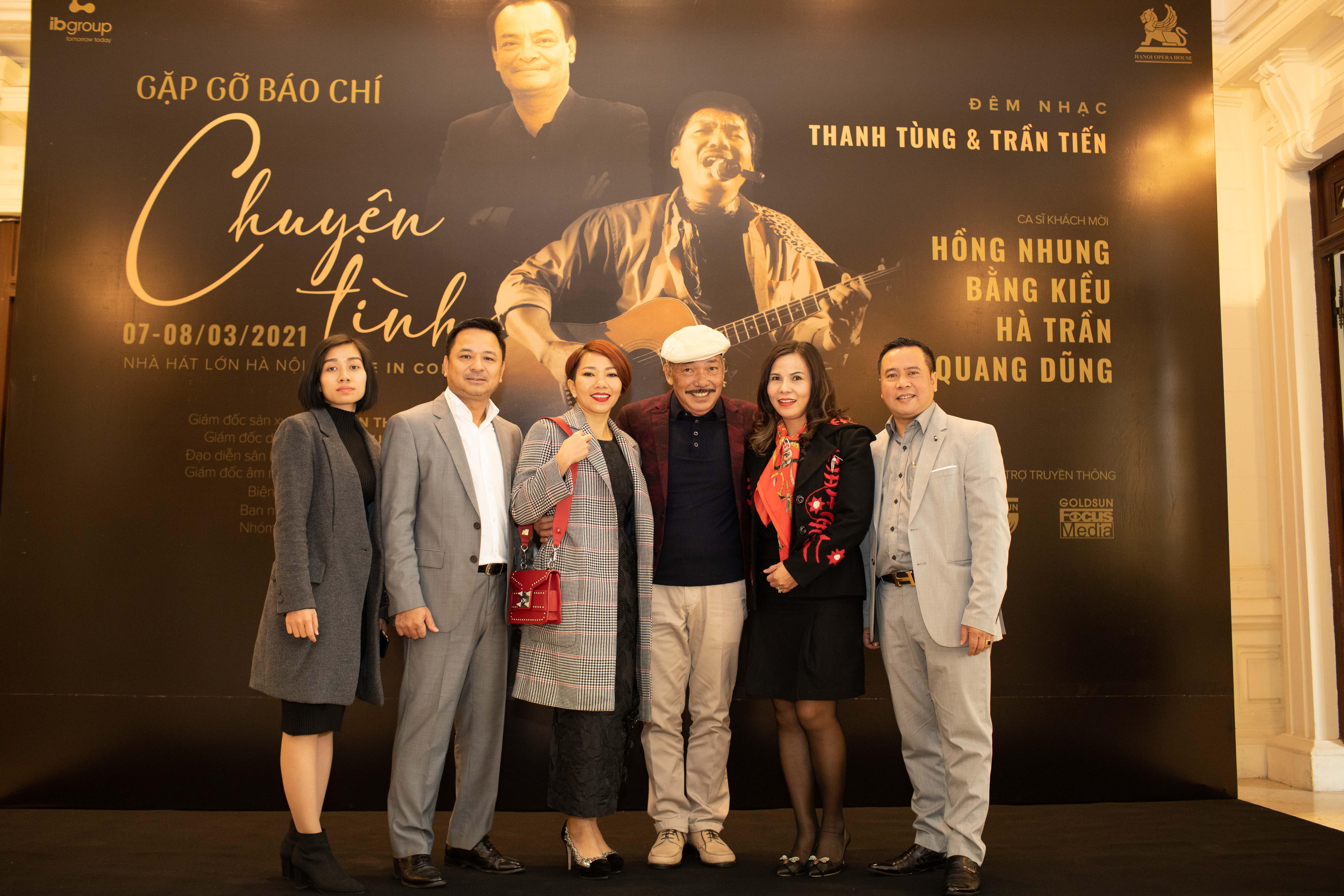 """Nhạc sĩ Trần Tiến cùng những người bạn tại buổi giới thiệu dự án âm nhạc """"Chuyện tình""""."""