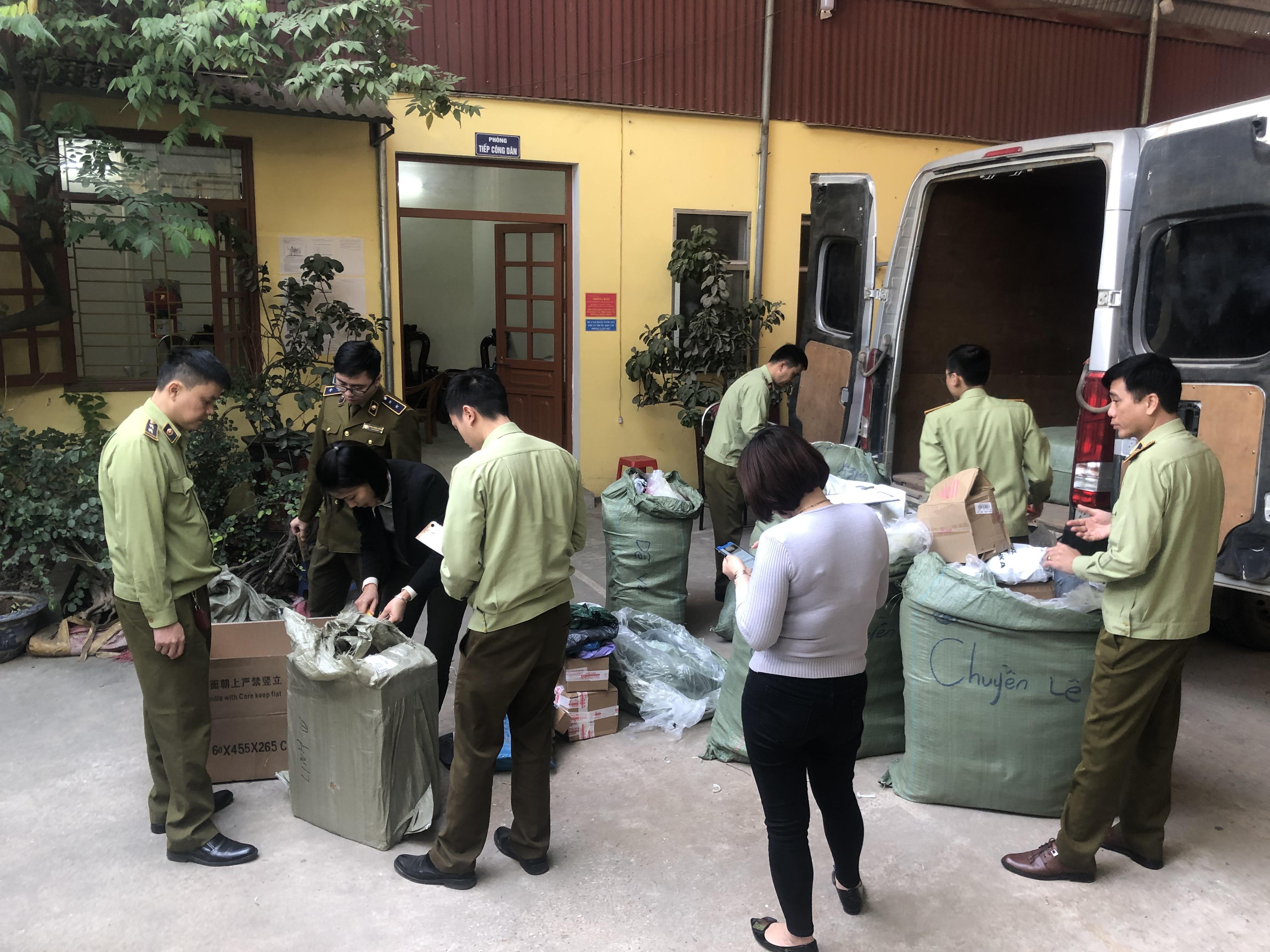 Thu giữ gần 1.000 sản phẩm hàng hóa nhập lậuLạng Sơn.