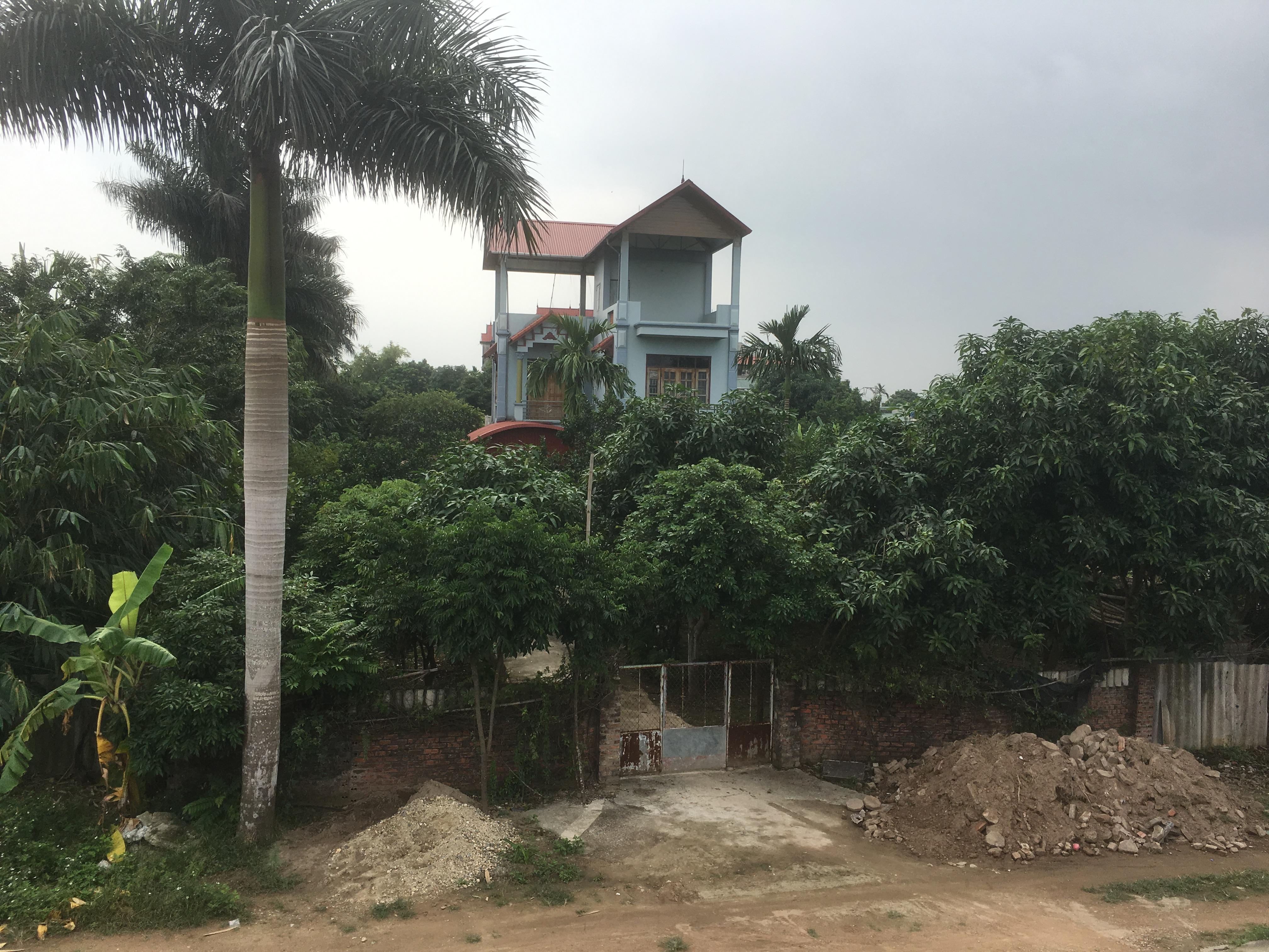 Hàng trăm mét đất bị ông Minh chiếm xây nhà.