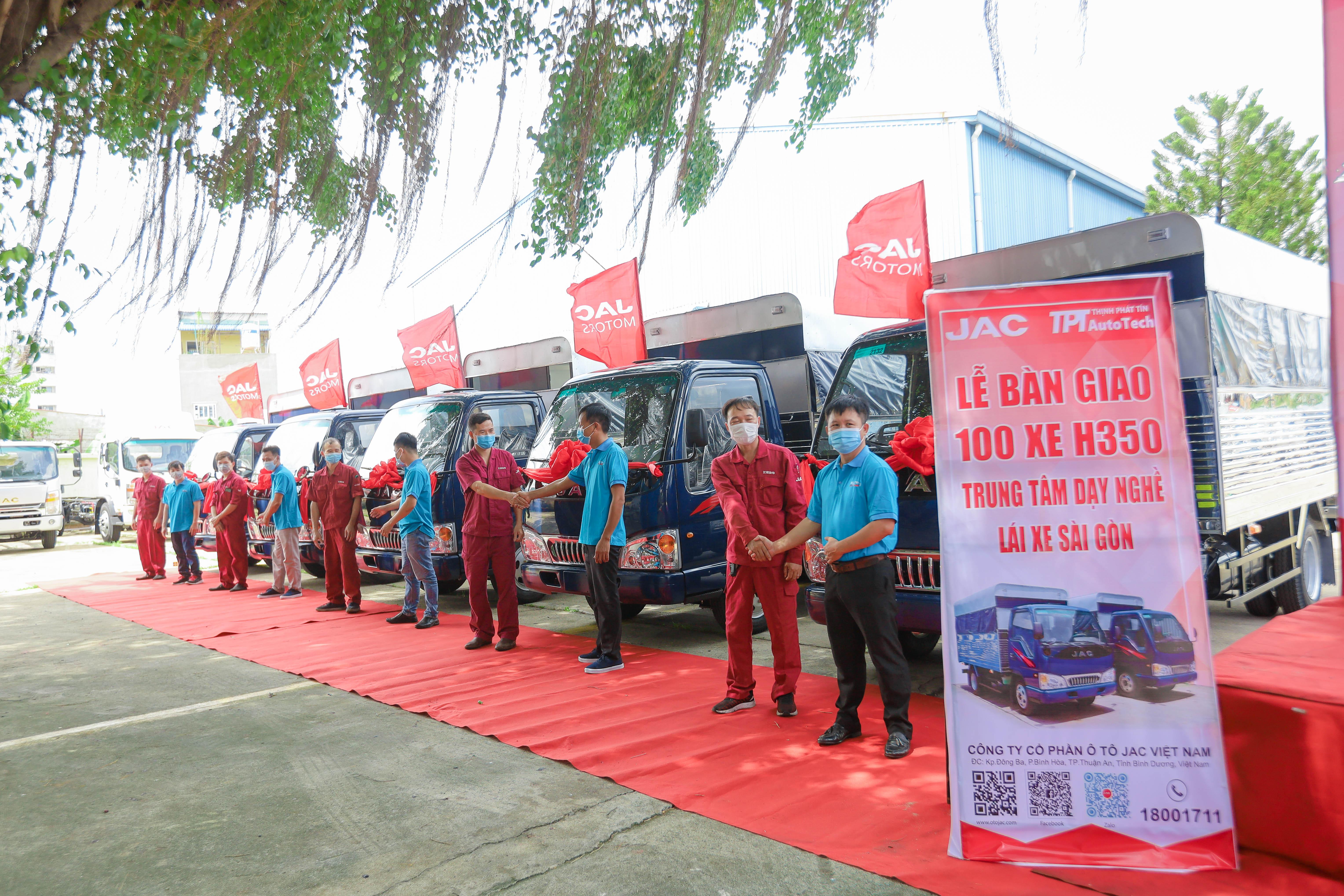 Hãy đến Trung tâm dạy nghề lái xe Sài Gòn để trải nghiệm 1 khóa học lái xe ô tô an toàn và đầy thú vị trên hàng trăm xe đời mới.