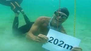 Người đàn ông nín thở lâu nhất thế giới