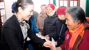 BẢN TIN MẶT TRẬN: Phó Chủ tịch Trương Thị Ngọc Ánh thăm và tặng 100 suất quà tại Thanh Hóa
