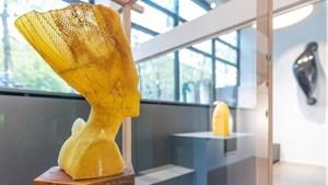 [ẢNH] Độc đáo tượng điêu khắc từ sáp ong