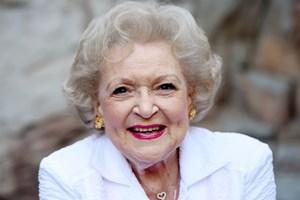 Bí quyết sống 'vui, khỏe, có ích' của nữ diễn viên huyền thoại 99 tuổi