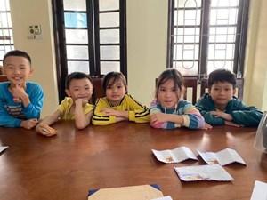 5 em học sinh Tiểu học nhờ Công an trả lại tiền cho người đánh rơi