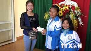 Lâm Đồng: Học sinh trả lại điện thoại đắt tiền cho người mất