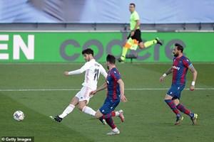 Nhận thẻ đỏ sớm, Real Madrid thua cay đắng trước Levante