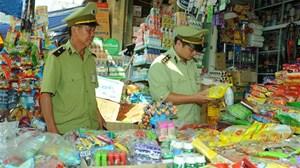 Kiên quyết chống buôn lậu, gian lận thương mại, hàng giả