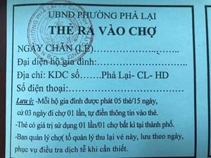 Người dân ở tâm dịch Chí Linh được cấp thẻ để ra vào chợ
