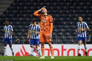 C.Ronaldo 'tịt ngòi', Juventus thua choáng váng trước Porto